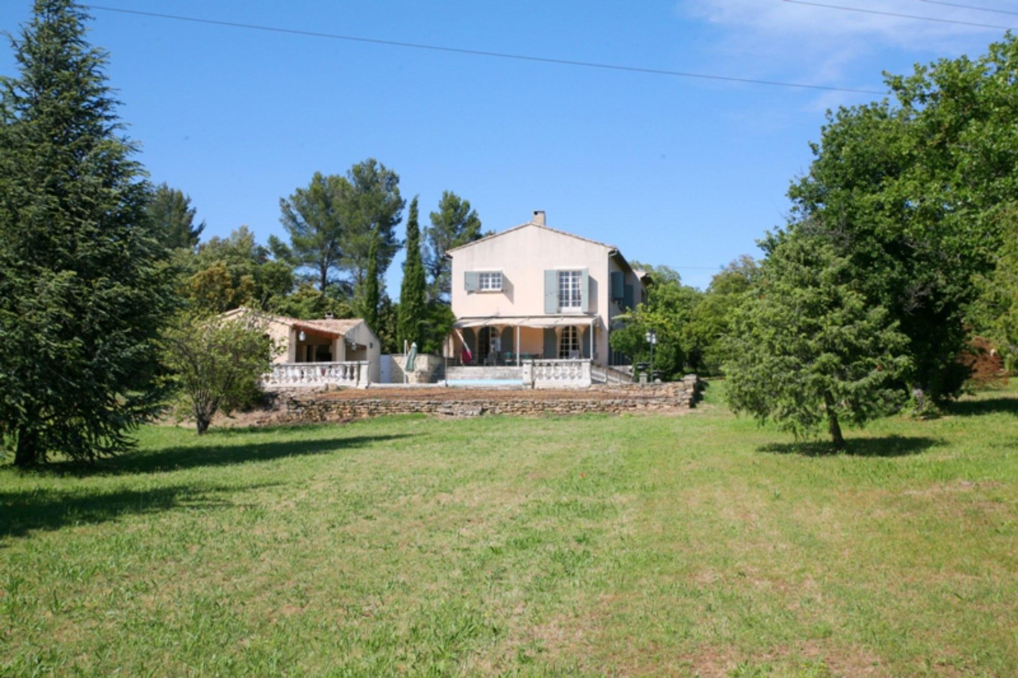 Ventes maison proven ale avec piscine et terrasse avec vue for Camping luberon avec piscine