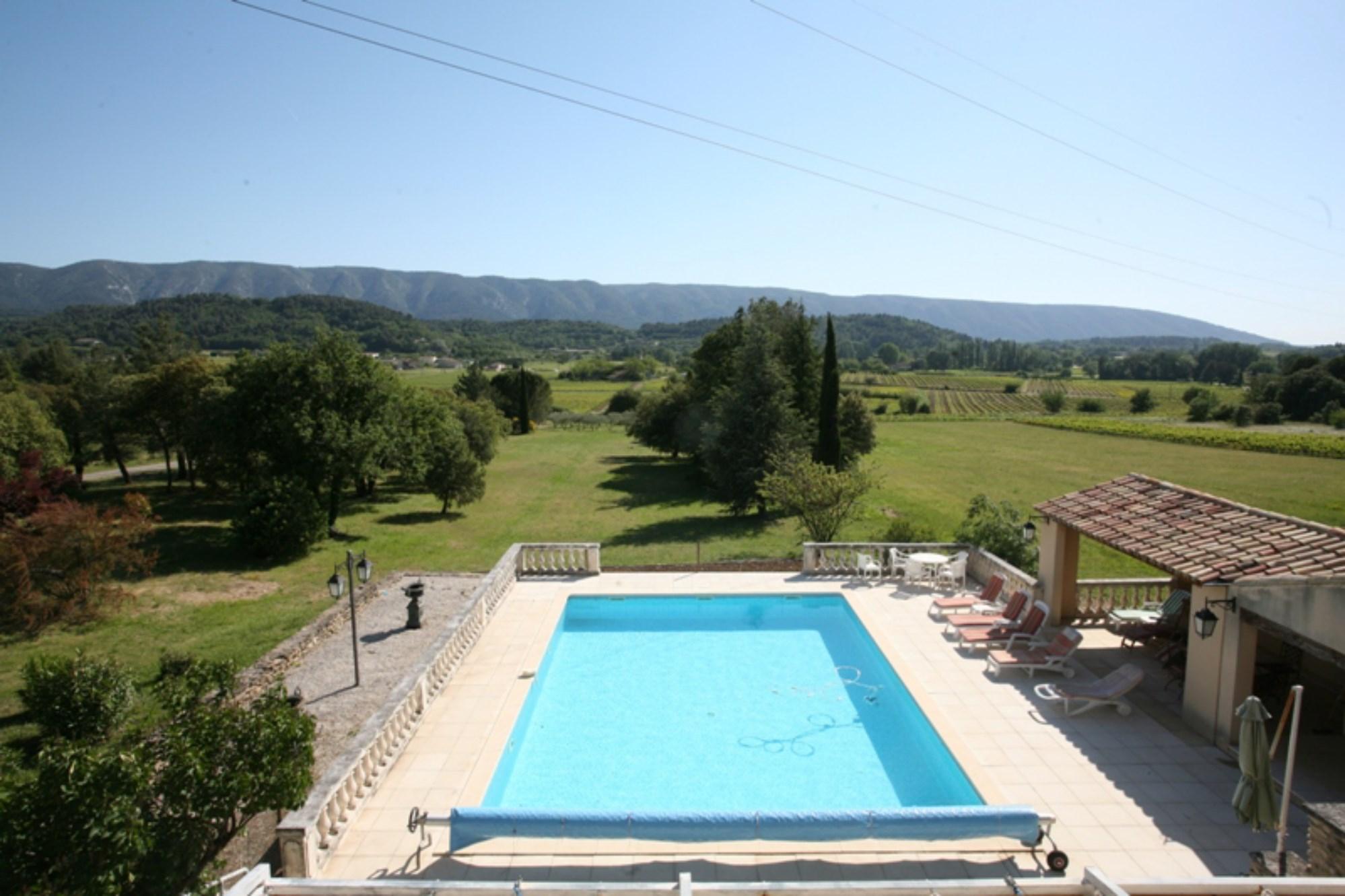 Maison provençale avec piscine et terrasse avec vue panoramique à vendre en Luberon