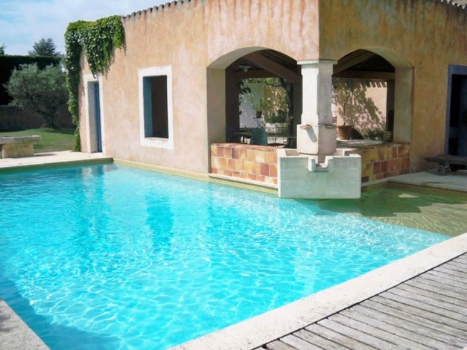 Maison contemporaine avec piscine et dépendances à vendre à Ménerbes en Luberon