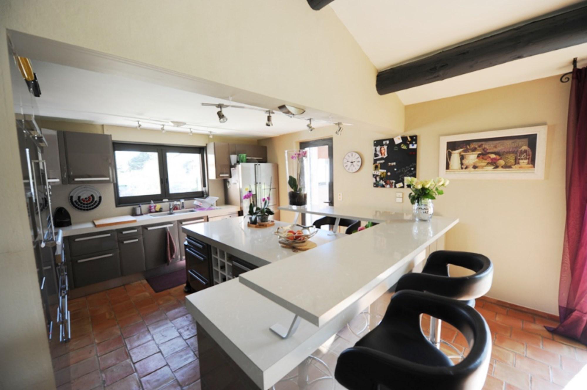 Maison contemporaine à vendre à Ménerbes en Provence