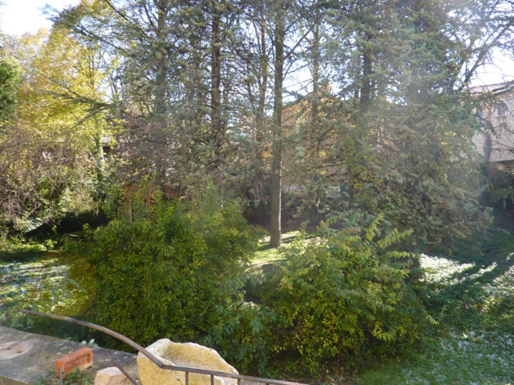 A vendre en Pays de Sault, maison de maître de 27 pièces avec jardins et terrasse