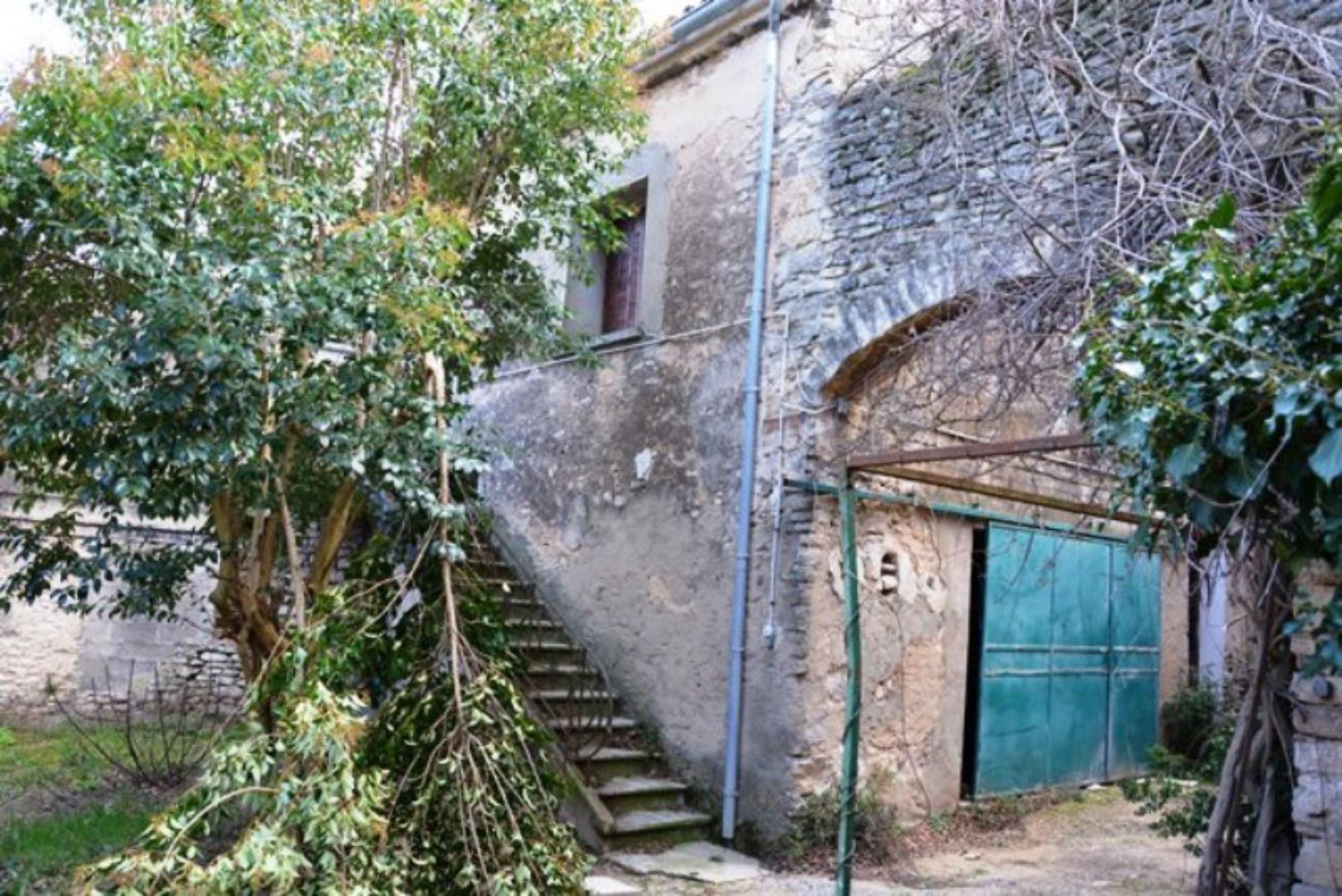 Propriété à rénover en Luberon par ROSIER