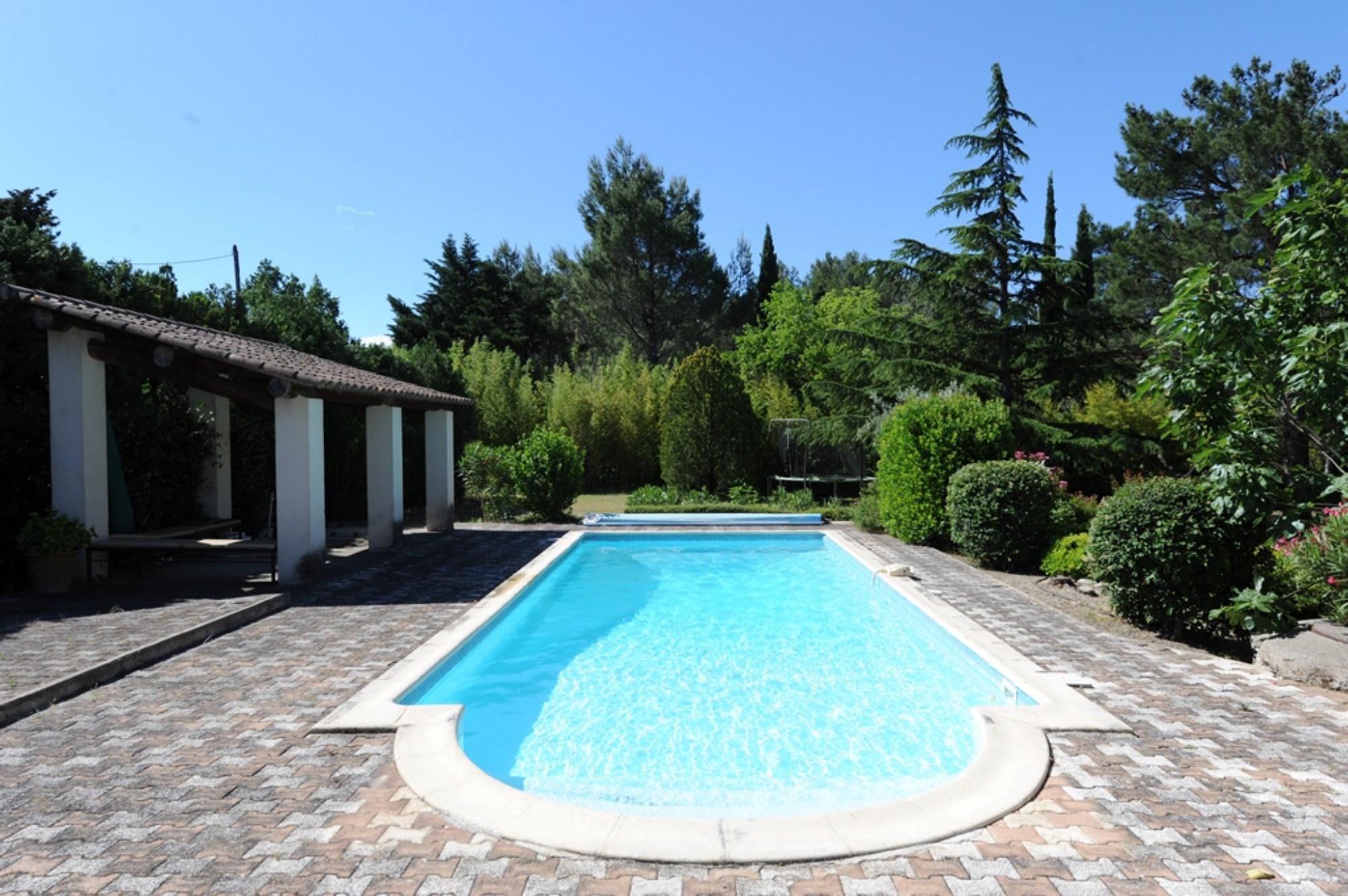 Charmant mazet en pierres avec piscine à vendre en Provence