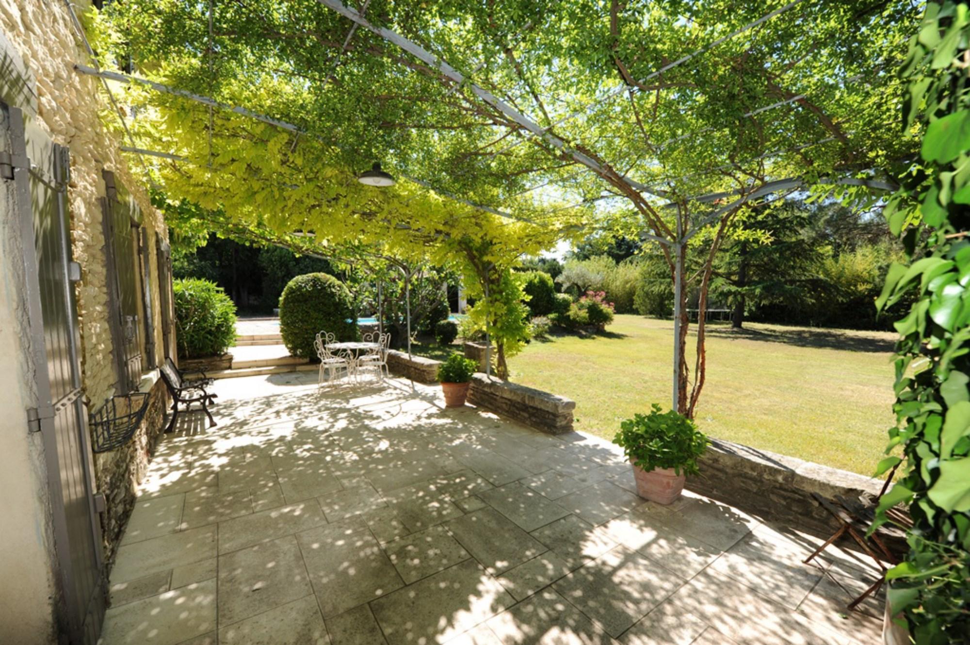 Charmant mazet en pierres avec jardin à vendre en Provence