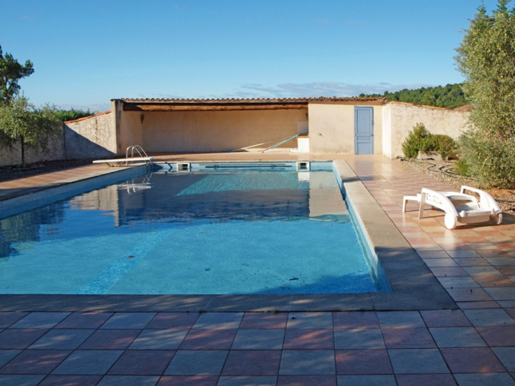 Maison contemporaine avec piscine à vendre proche de Gordes