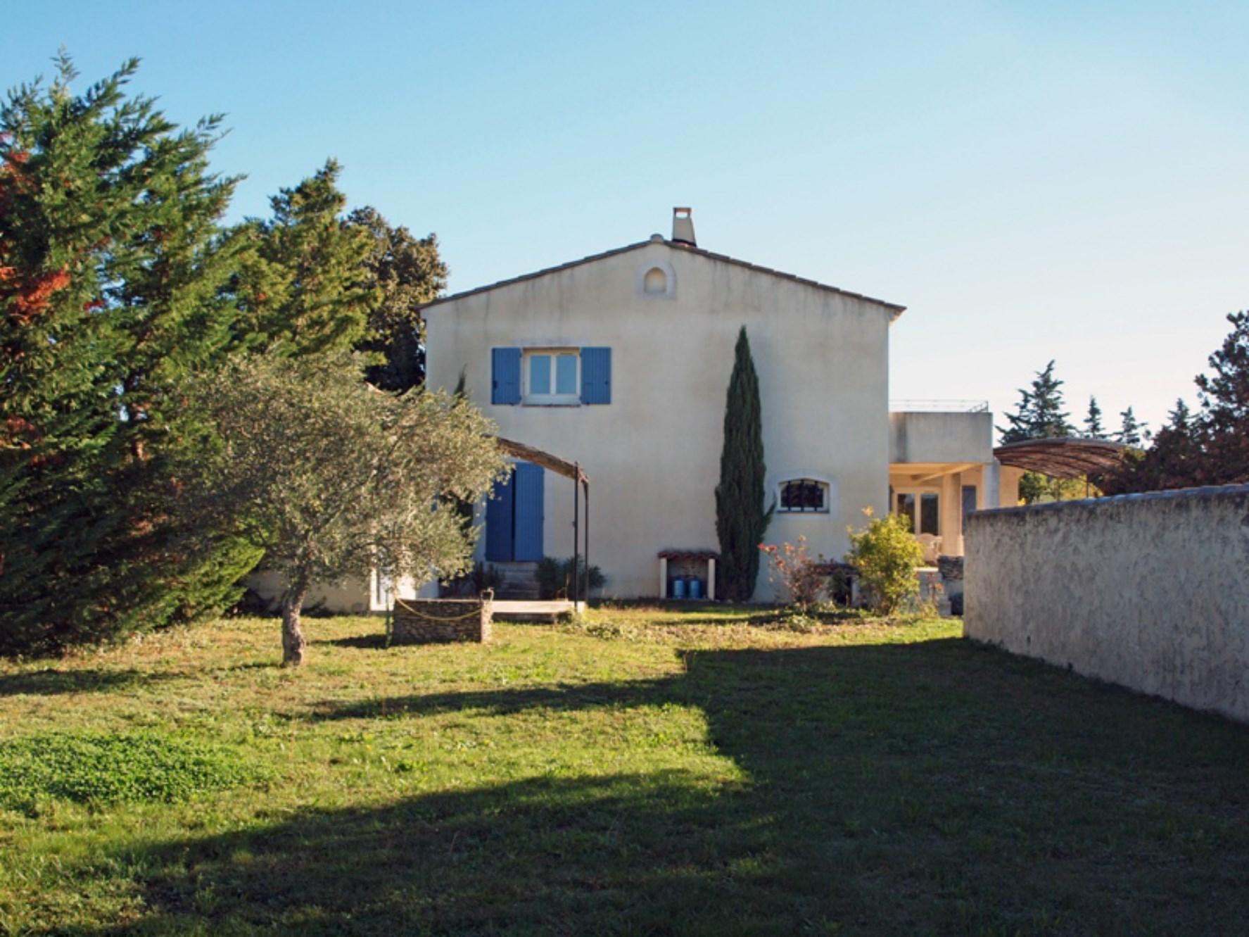Luberon, en vente, maison contemporaine sur 3200 m²,  avec piscine et pool-house