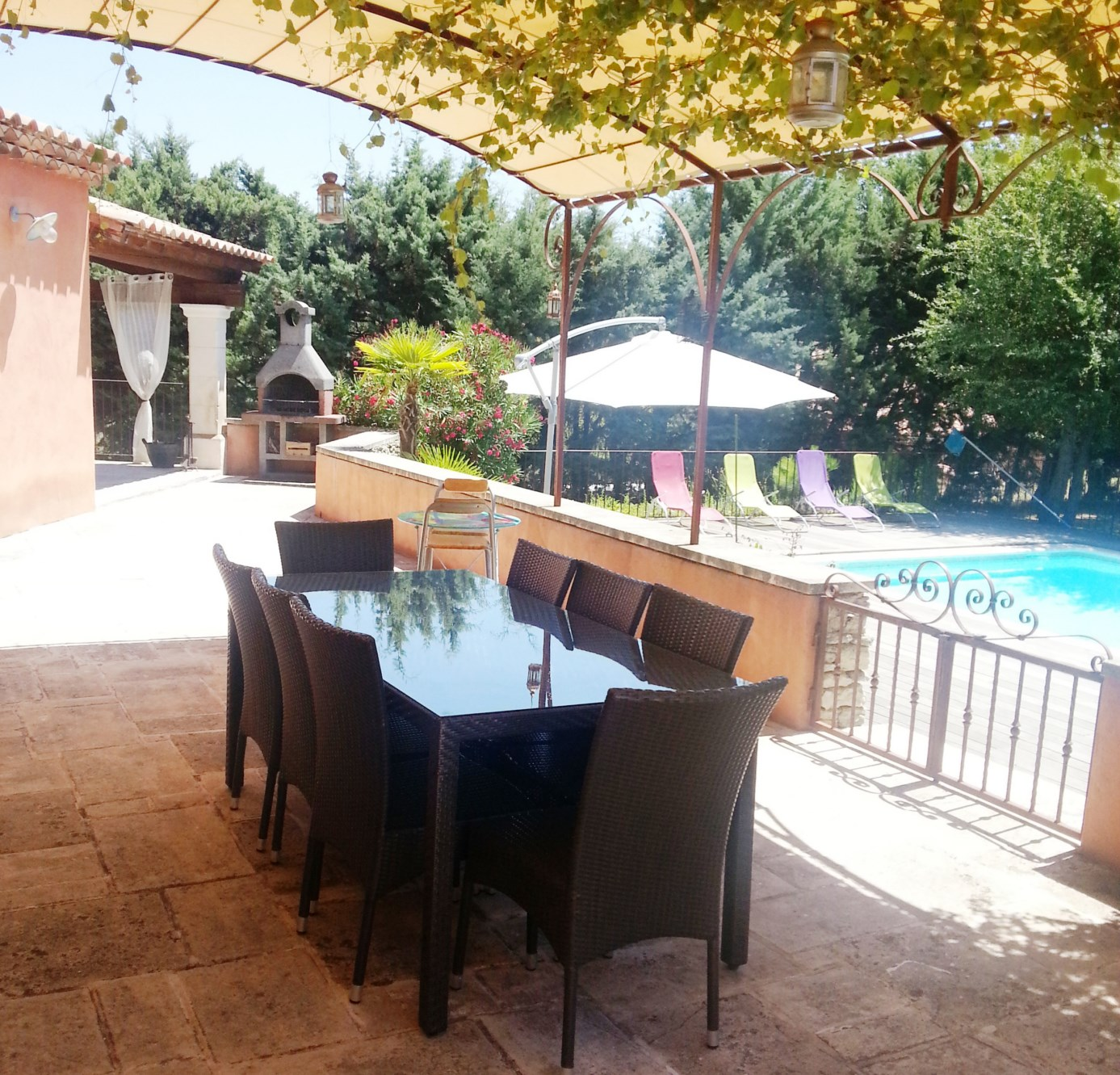 Villa traditionnelle avec piscine à vendre par ROSIER