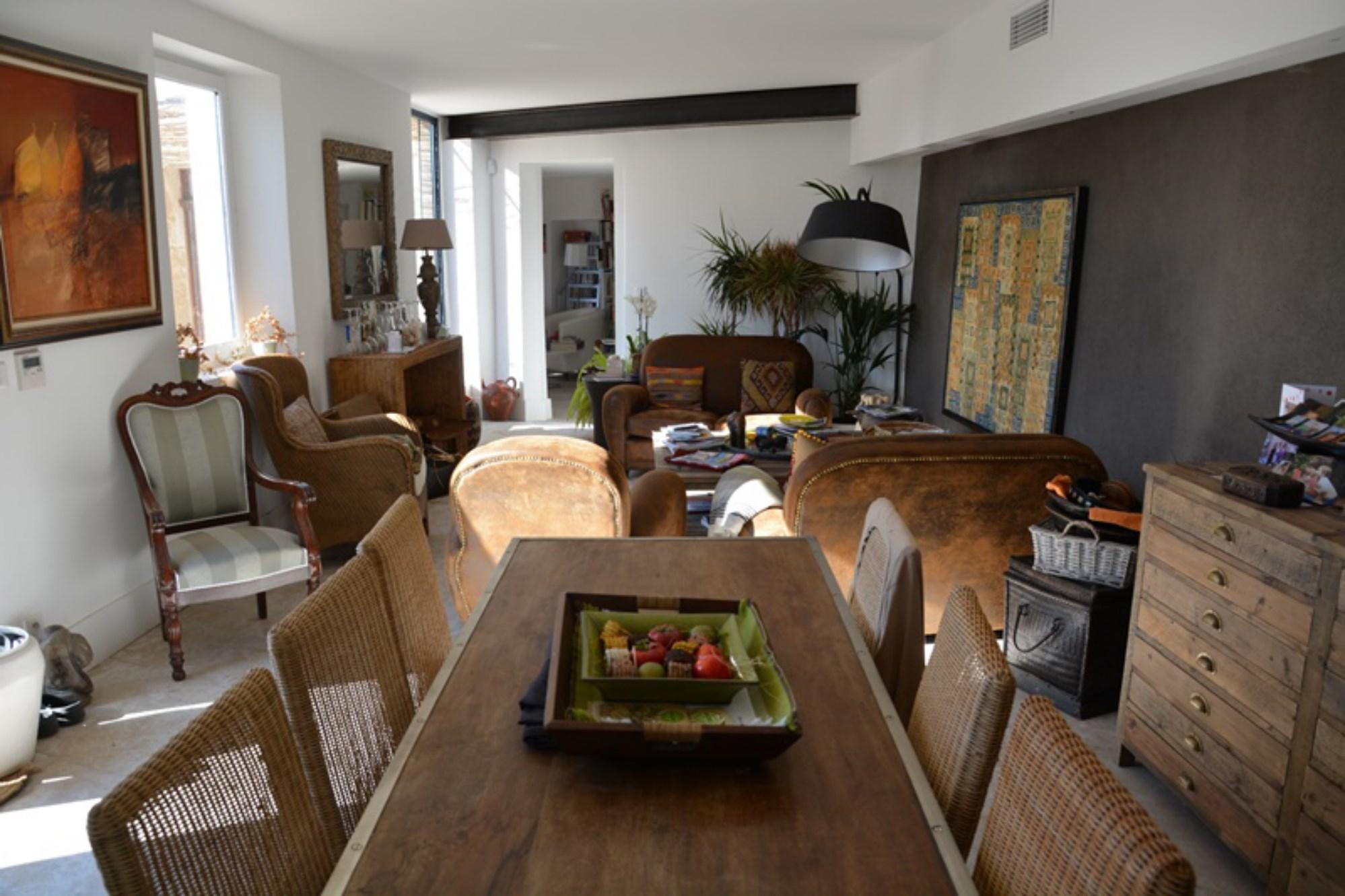 A vendre,  à Gordes, magnifique maison de village avec jardin