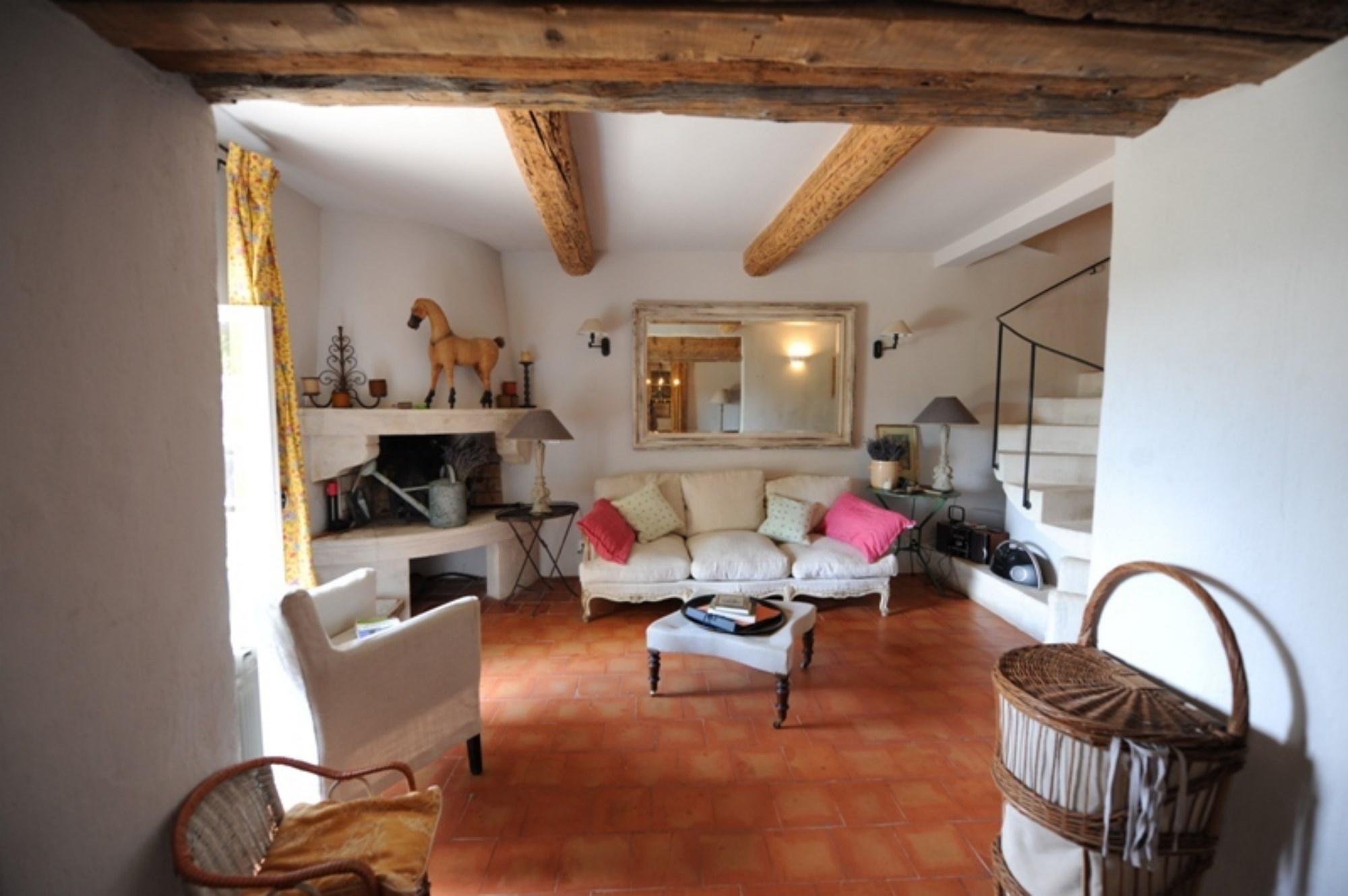 Entre Monts de Vaucluse et Luberon, à vendre, maison de hameau avec piscine et vue