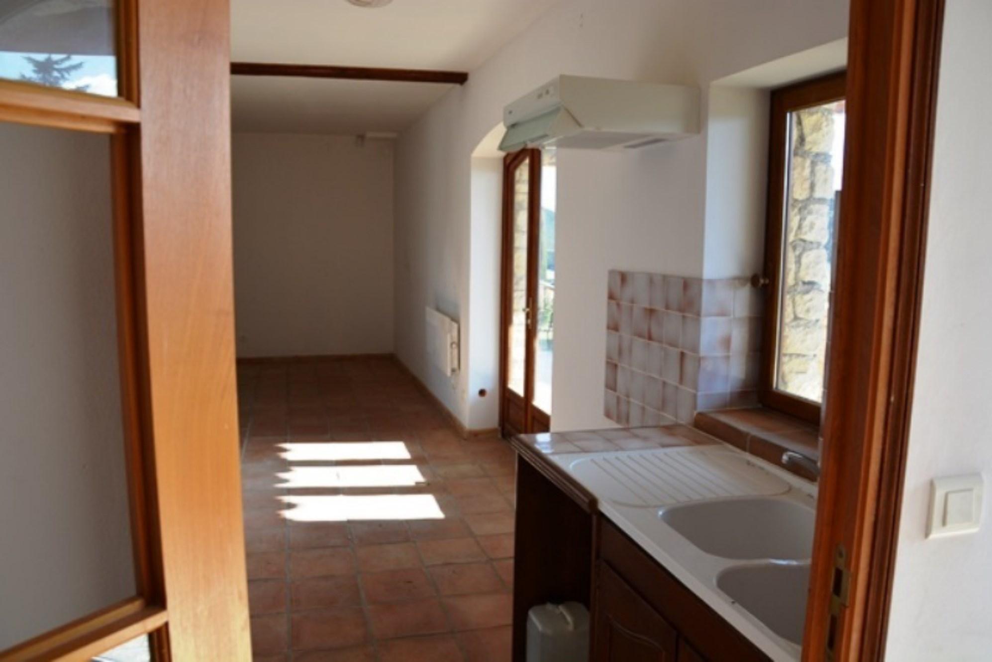 Luberon, à vendre, maison comprenant 2 appartements et 2 locaux commerciaux