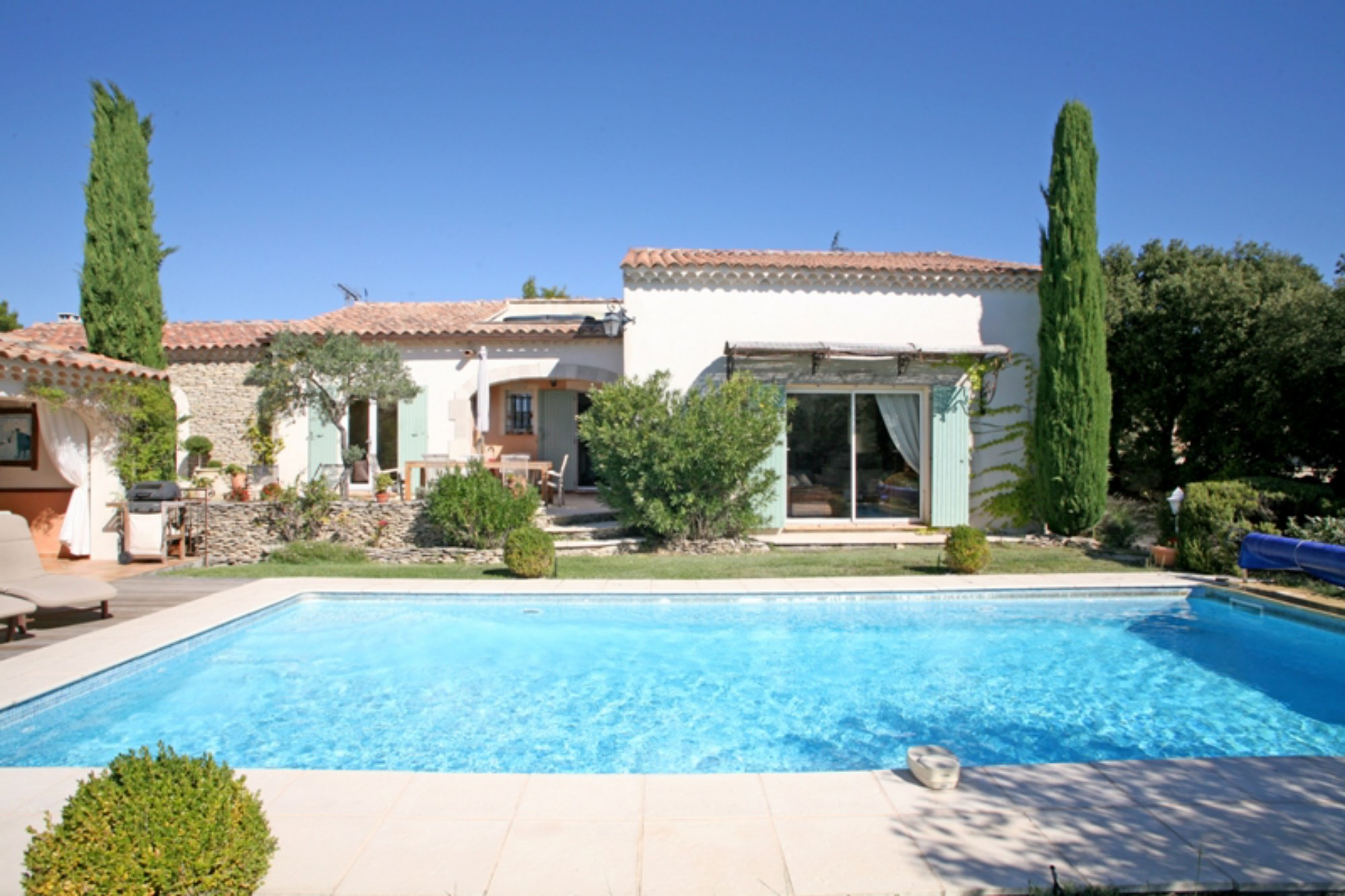 Ventes a proximit de gordes en luberon vendre jolie for Photo de jardin de maison
