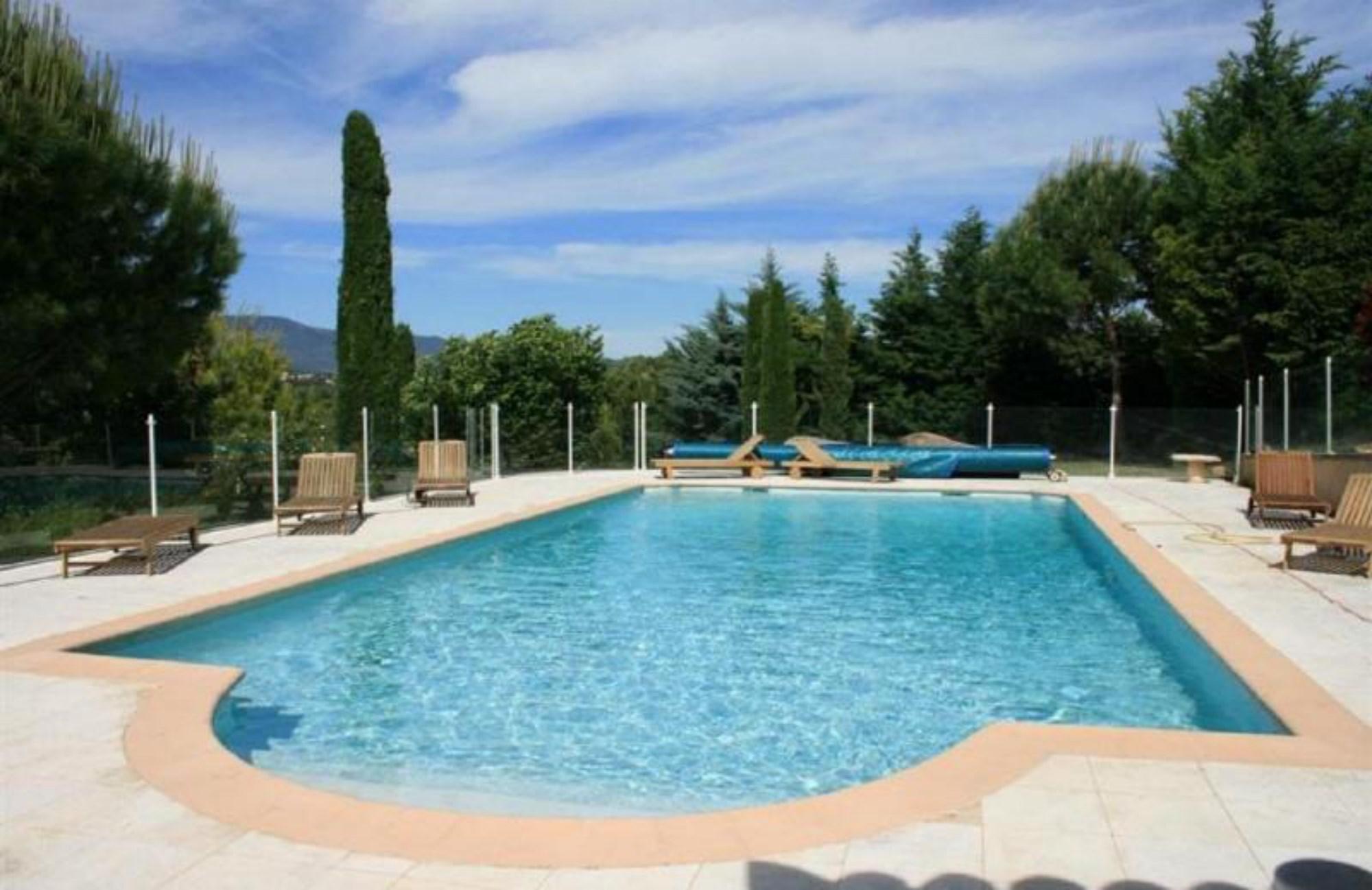 Bastide provençale rénovée, avec piscine et pool house, à vendre en Luberon