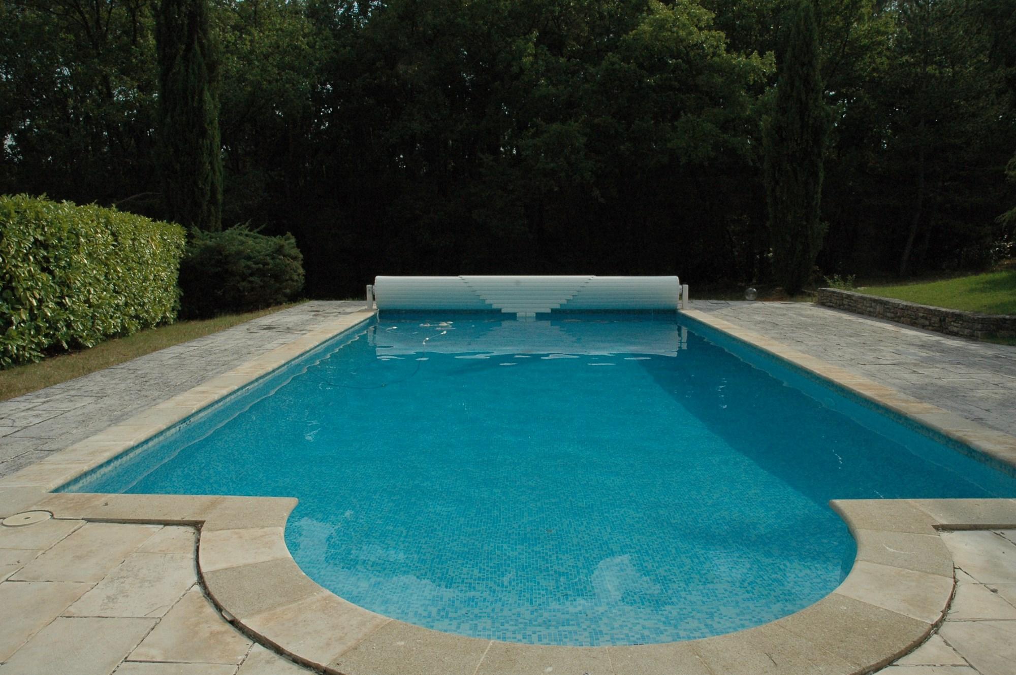 Ventes luberon vendre spacieuse maison en pierres avec for Prix d une piscine couverte