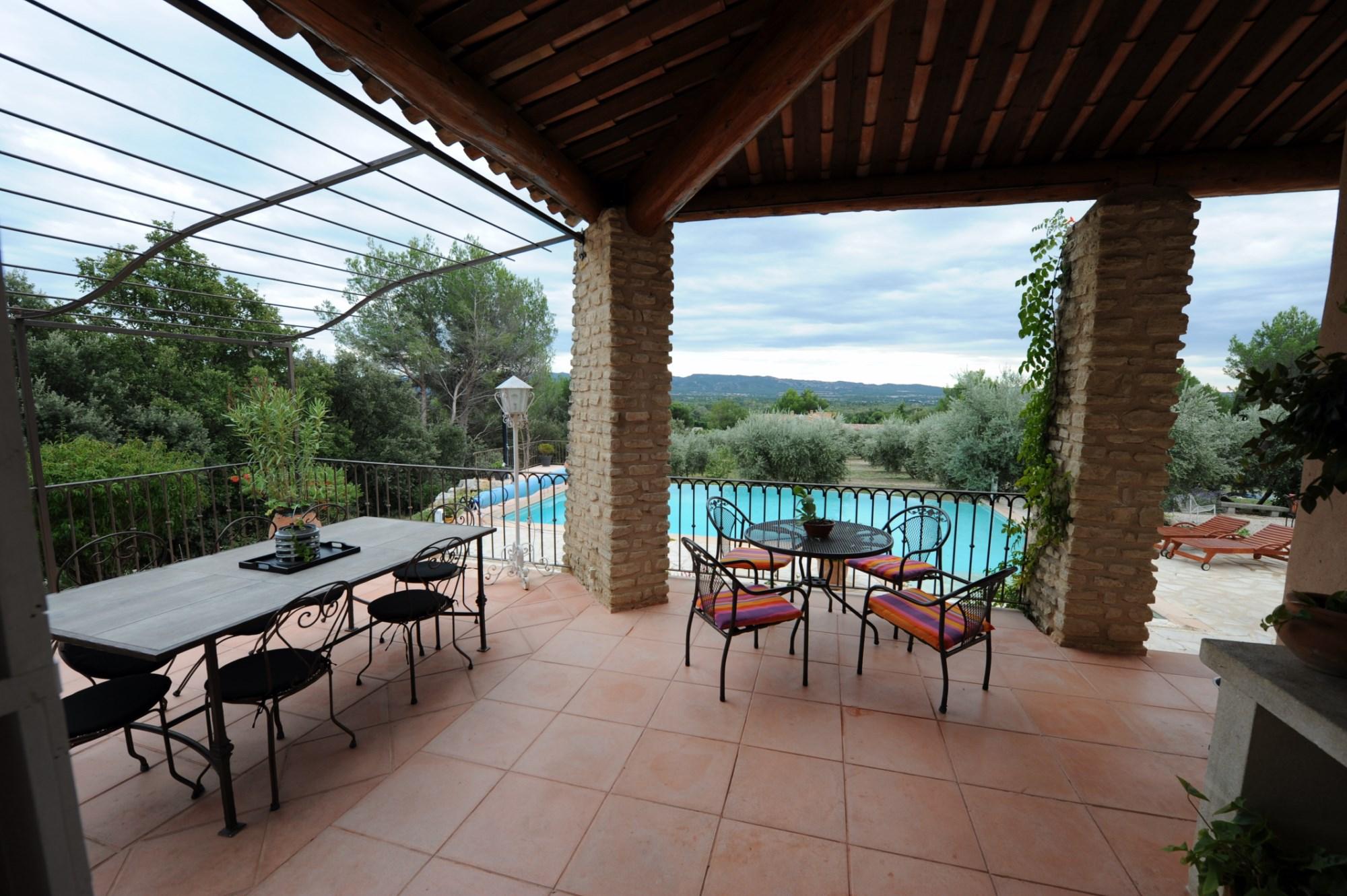ventes a vendre dans le luberon sud villa avec vue agence rosier. Black Bedroom Furniture Sets. Home Design Ideas