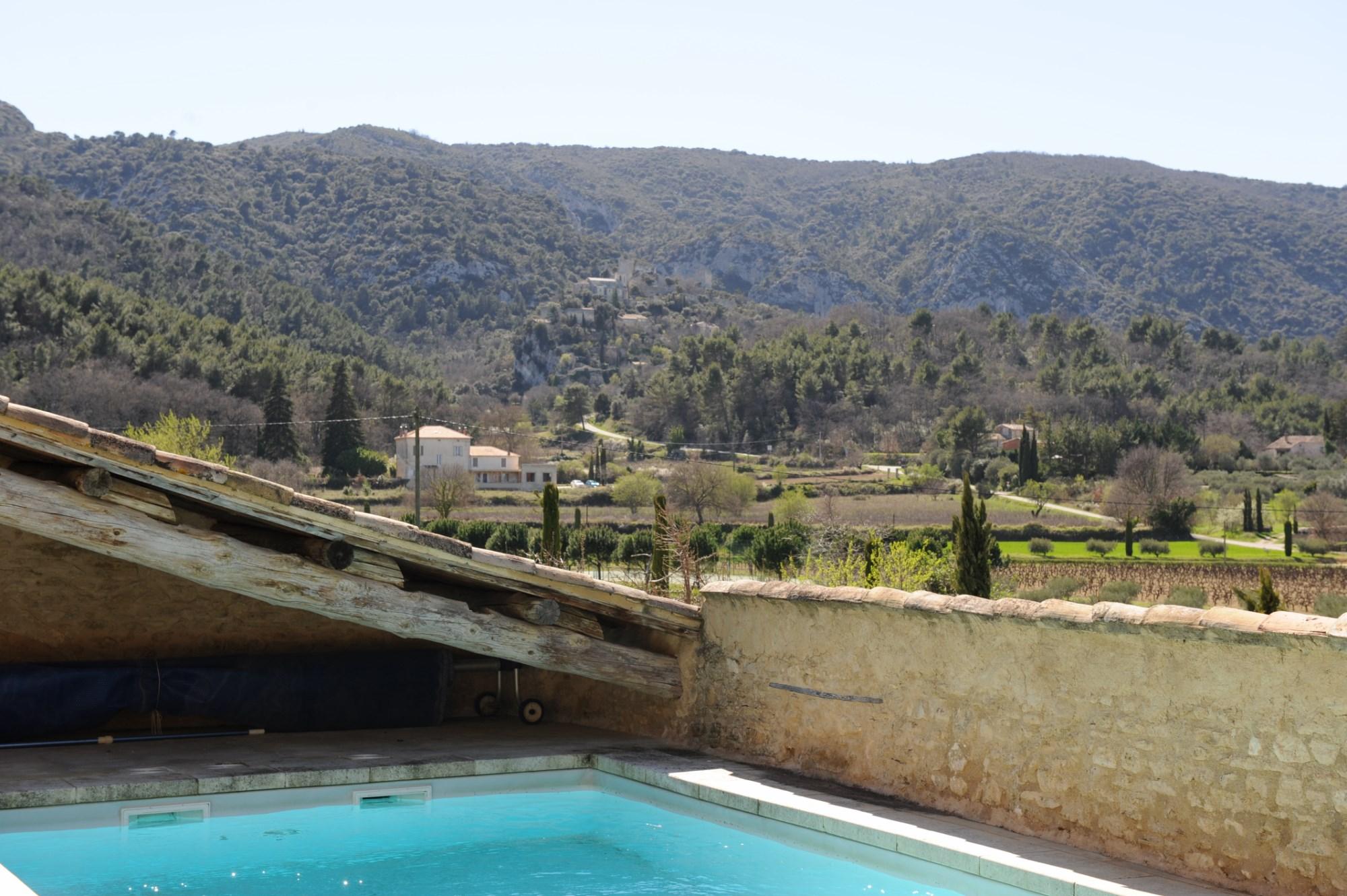 Ferme rénové avec piscine en Provence