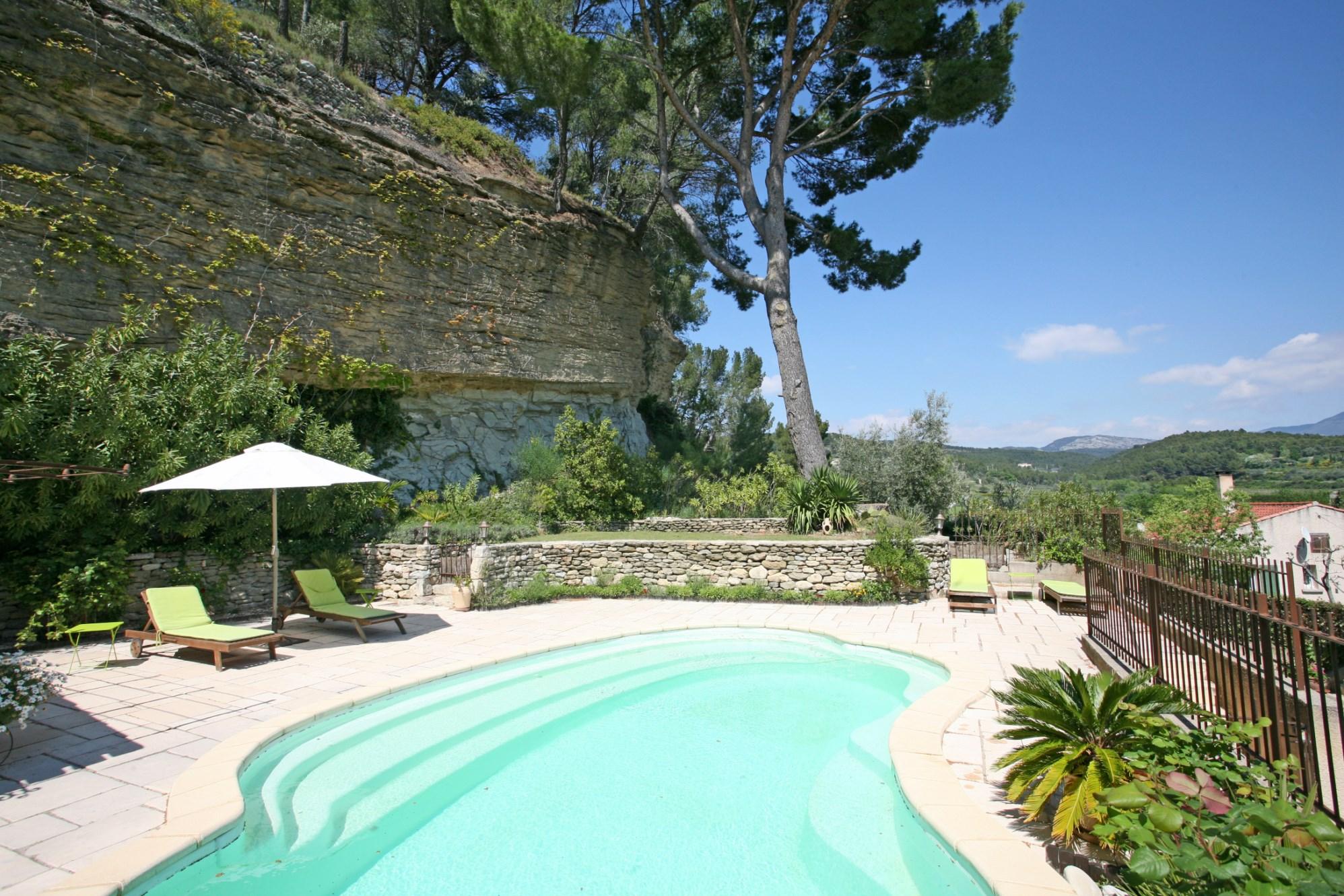 Ventes en vente en provence belle maison de famille avec for Maison jardin piscine