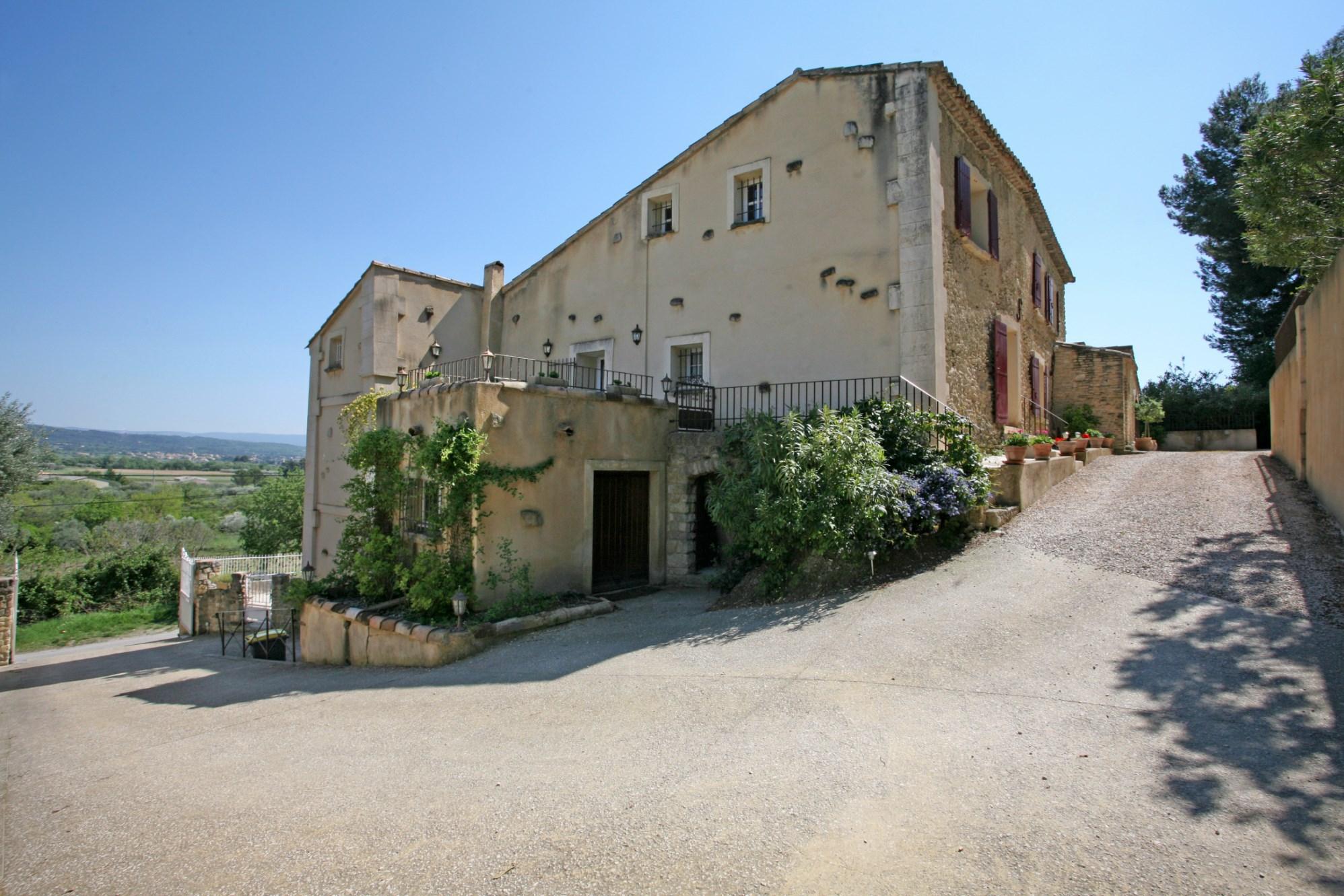 Ventes en vente en provence belle maison de famille avec gites jardin et piscine agence rosier - Table maison de famille ...