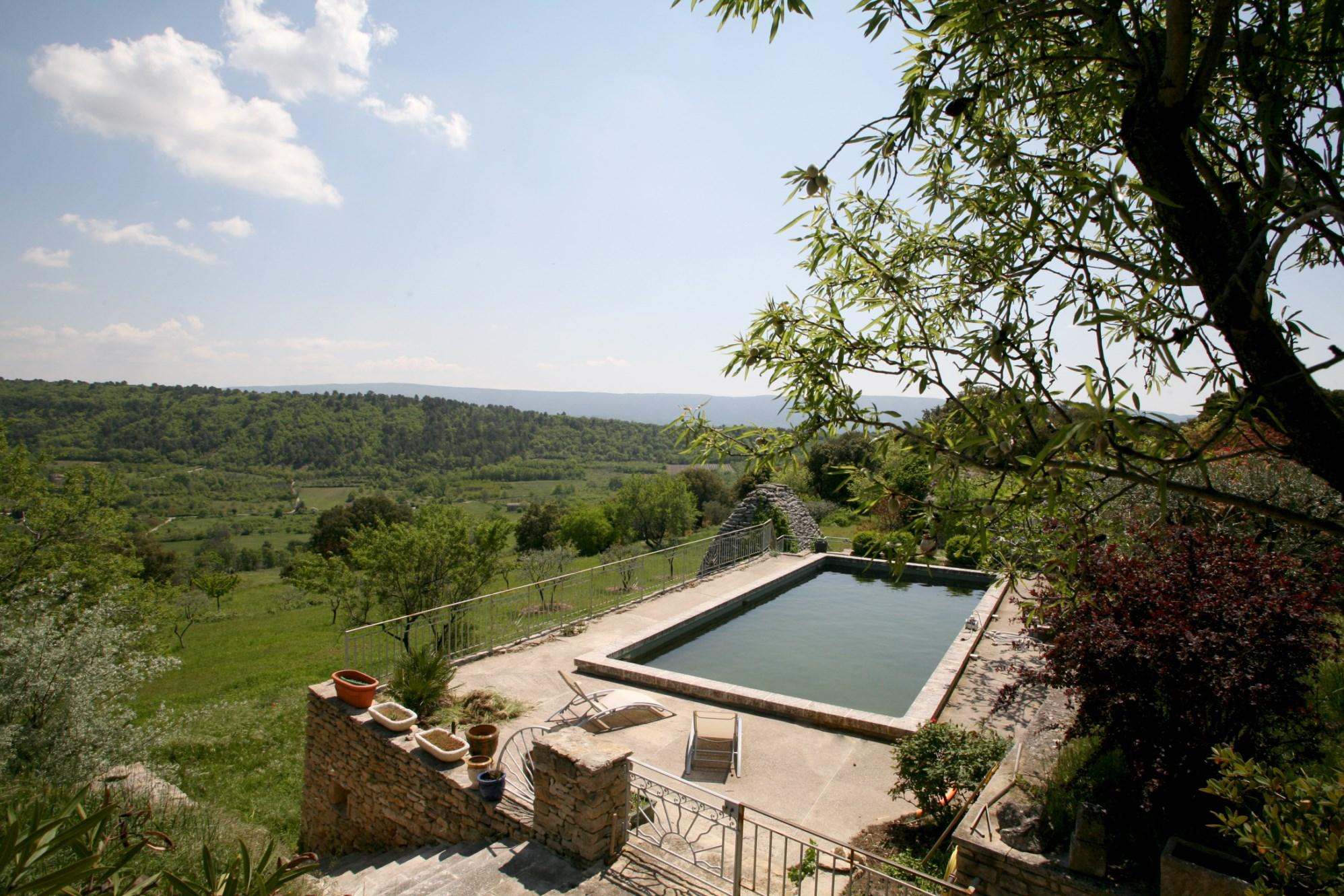 Maison en pierre avec piscine et vue à vendre en Provence