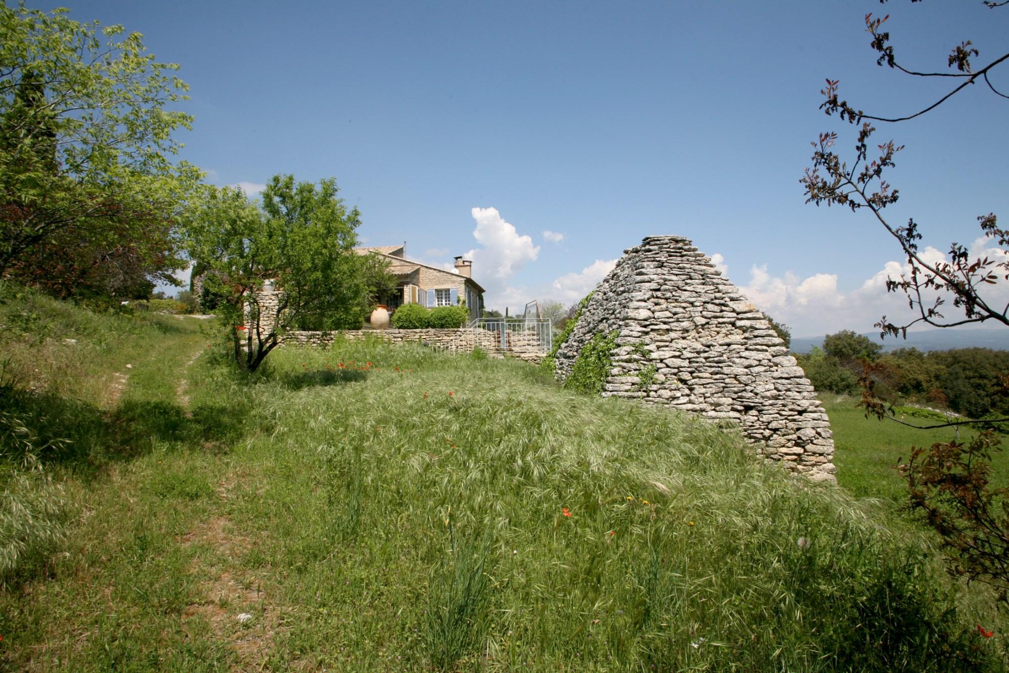 Maison en pierre avec piscine, borie et vue à vendre en Provence