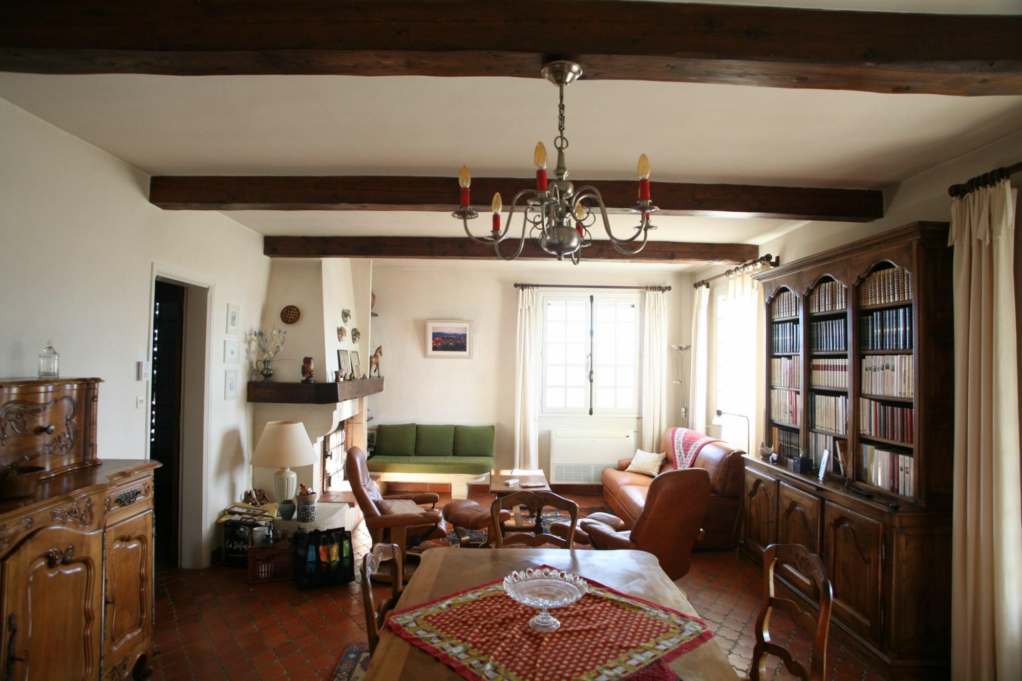 A vendre, maison en pierres sur 1 hectare avec piscine et vue sur le Luberon