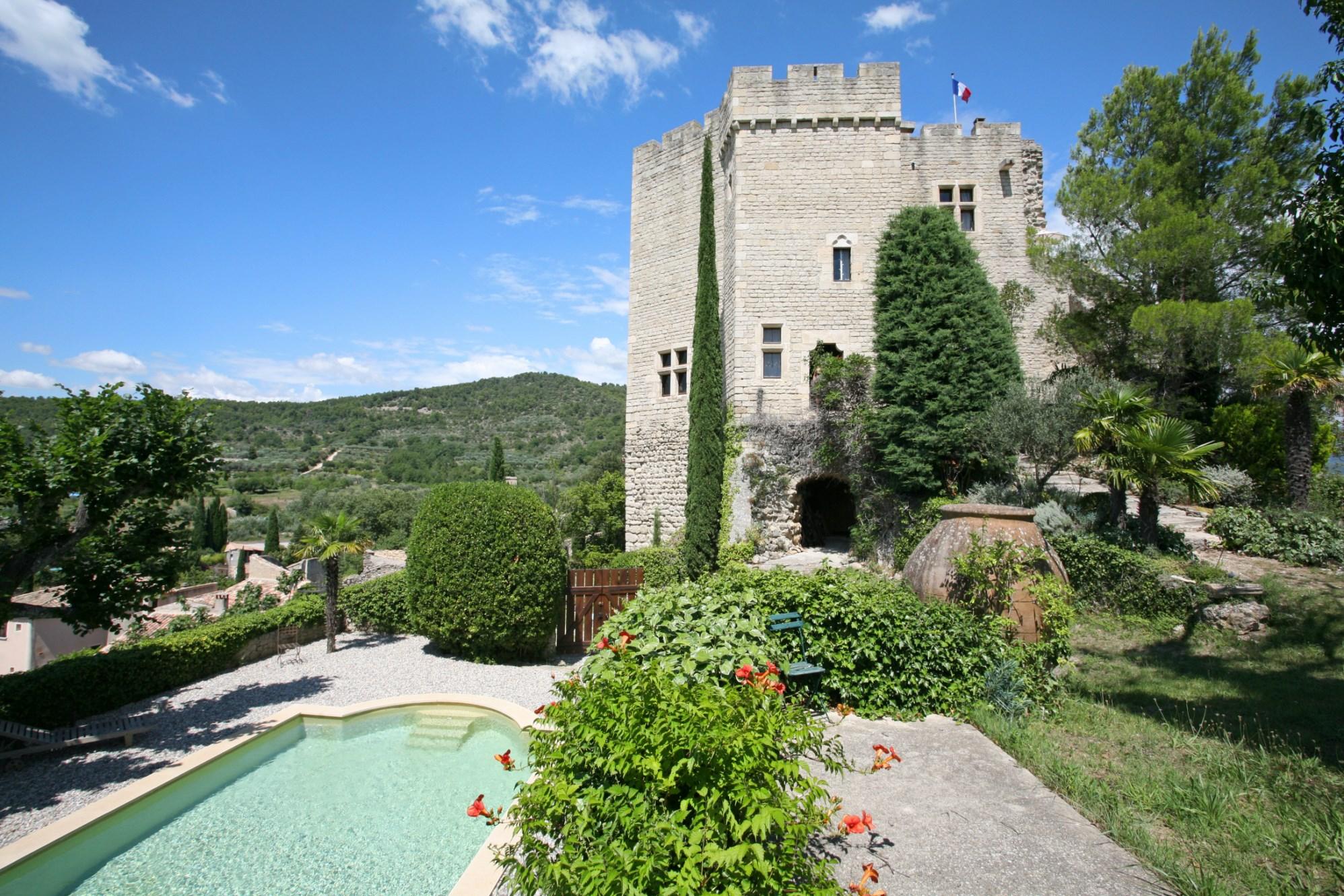 Donjon d'un ancien château en Provence à la vente