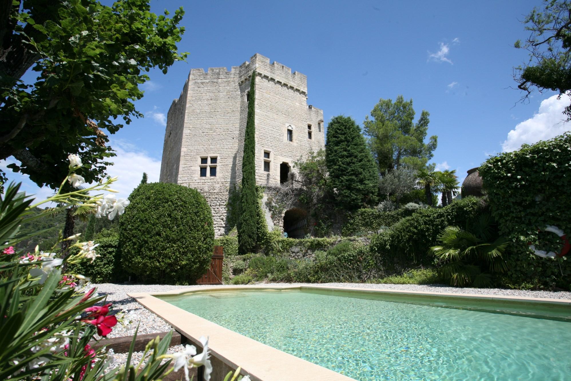 Donjon (demeure seigneuriale fortifiée) d'un ancien château en vente chez ROSIER en Provence