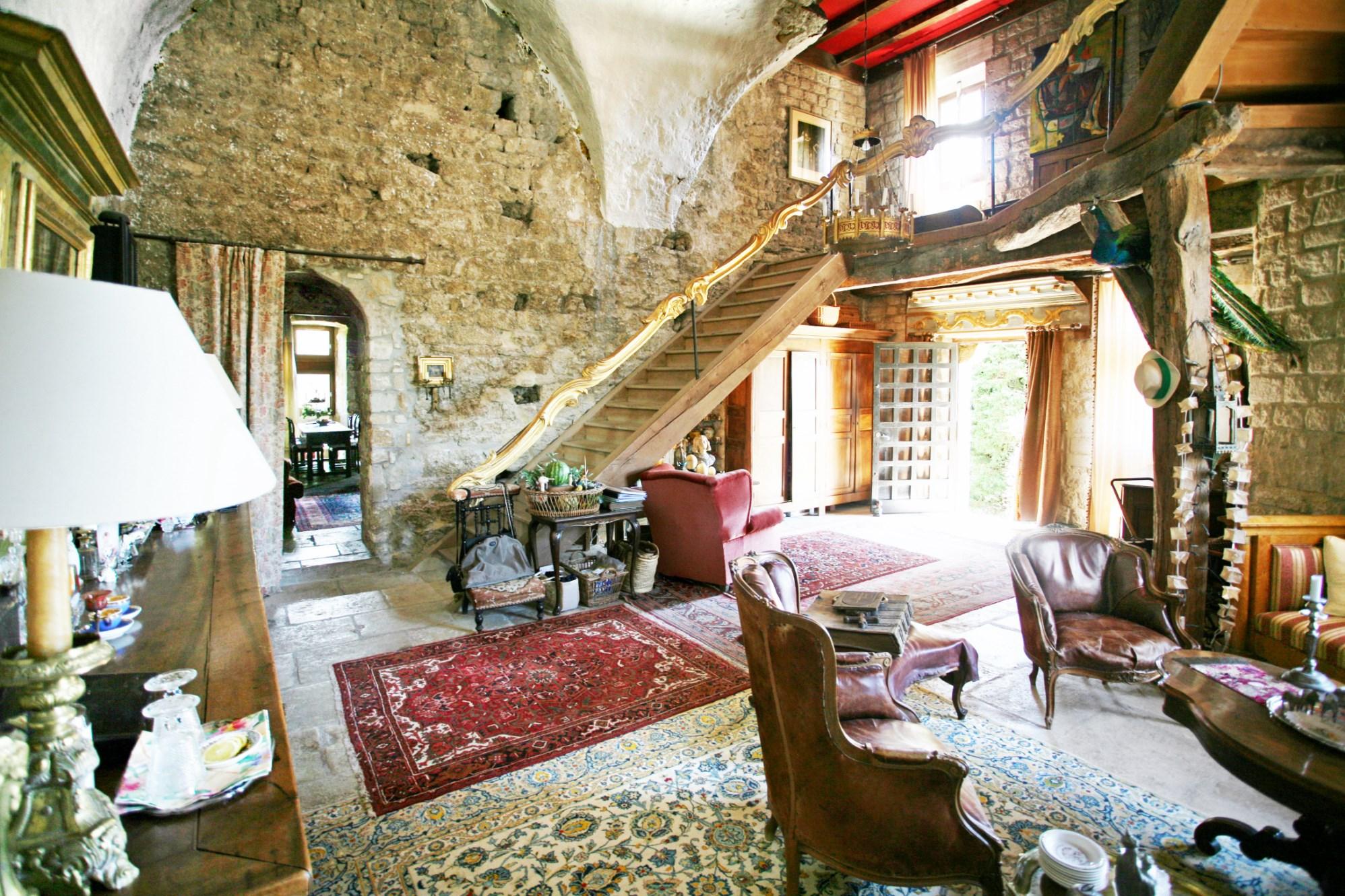 Demeure seigneuriale fortifiée en vente en Provence
