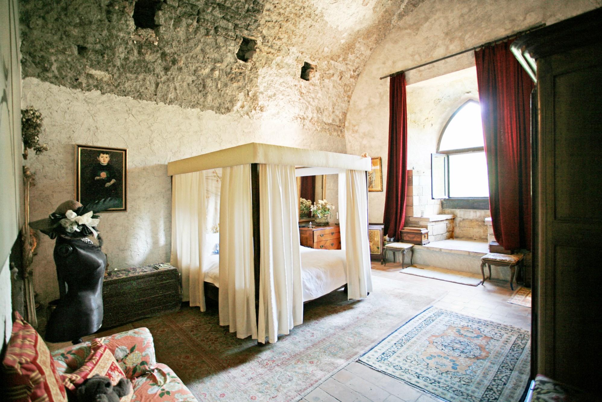 Château du XIème siècle en vente au coeur de la provence avec vue exceptionnelle, jardin et piscine