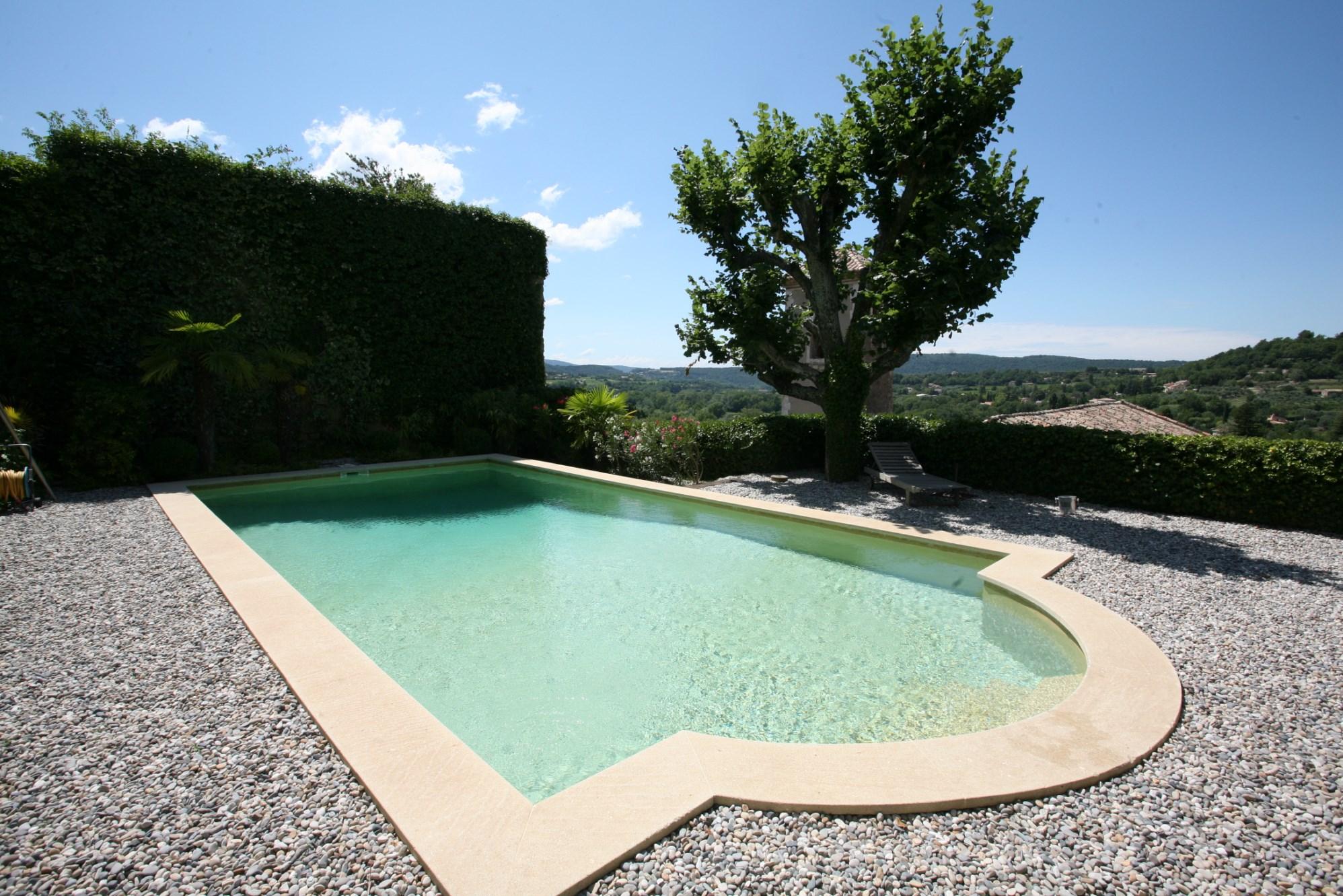 Donjon d'un ancien château avec piscine à la vente en Provence