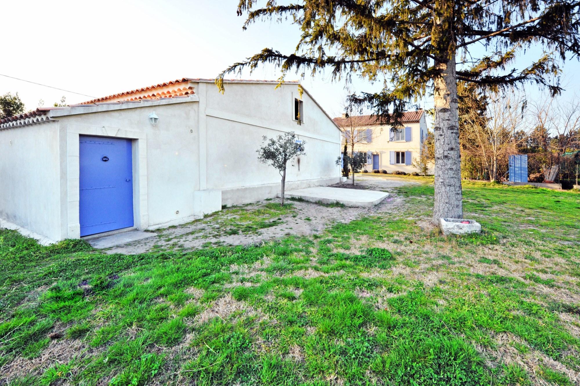 En Provence, au coeur des Alpilles,   à vendre, propriété équestre,  sur environ 10 hectares