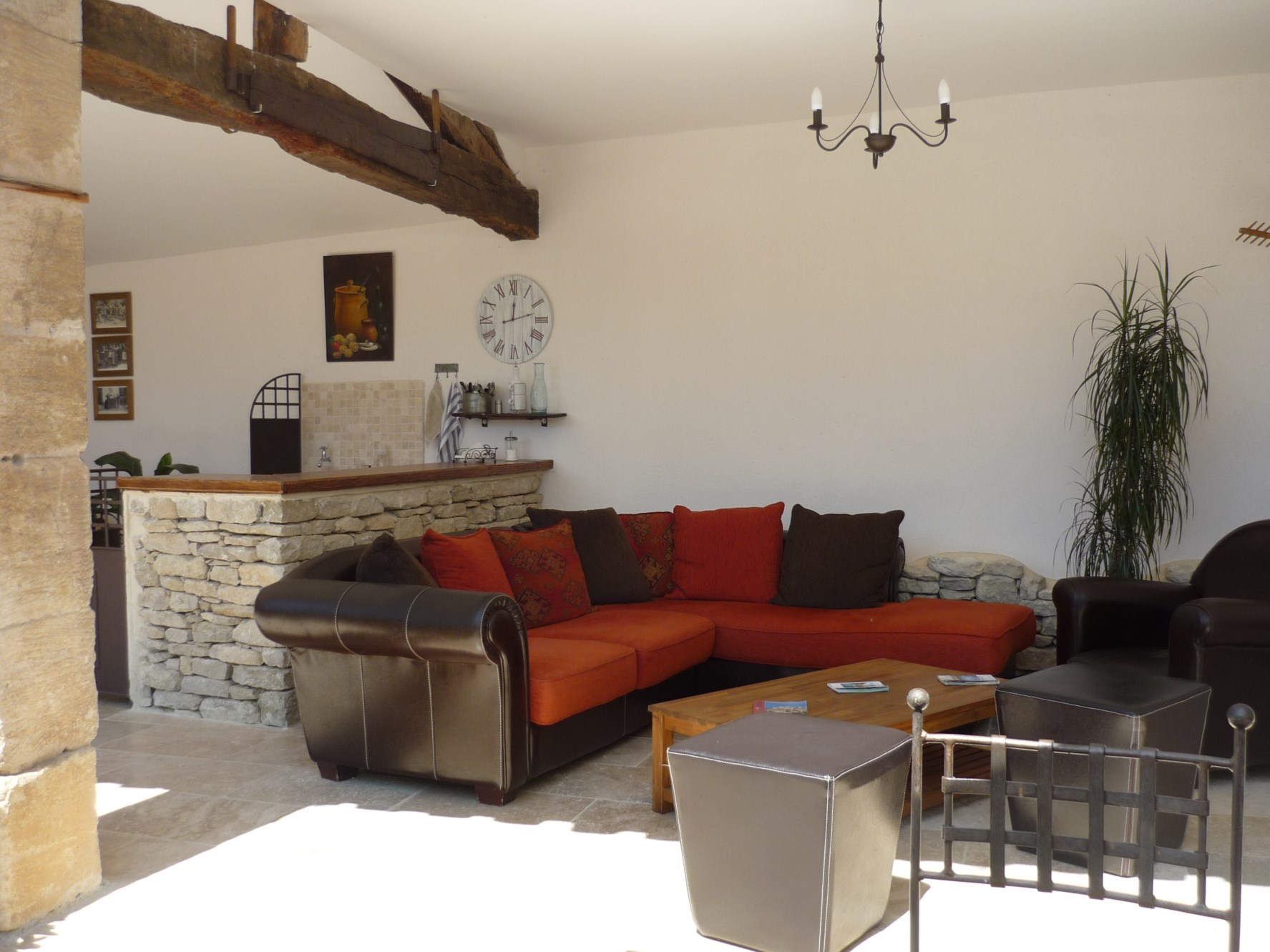 Luberon, à vendre,  partie de mas provençal rénové, sur 1 hectare, avec piscine