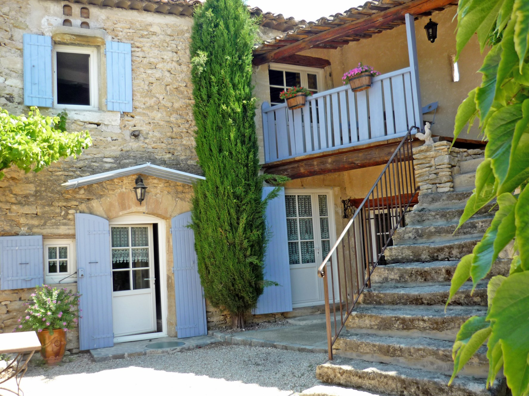 For sale in Gordes authentic part of an old farmhouse entirely renovated with