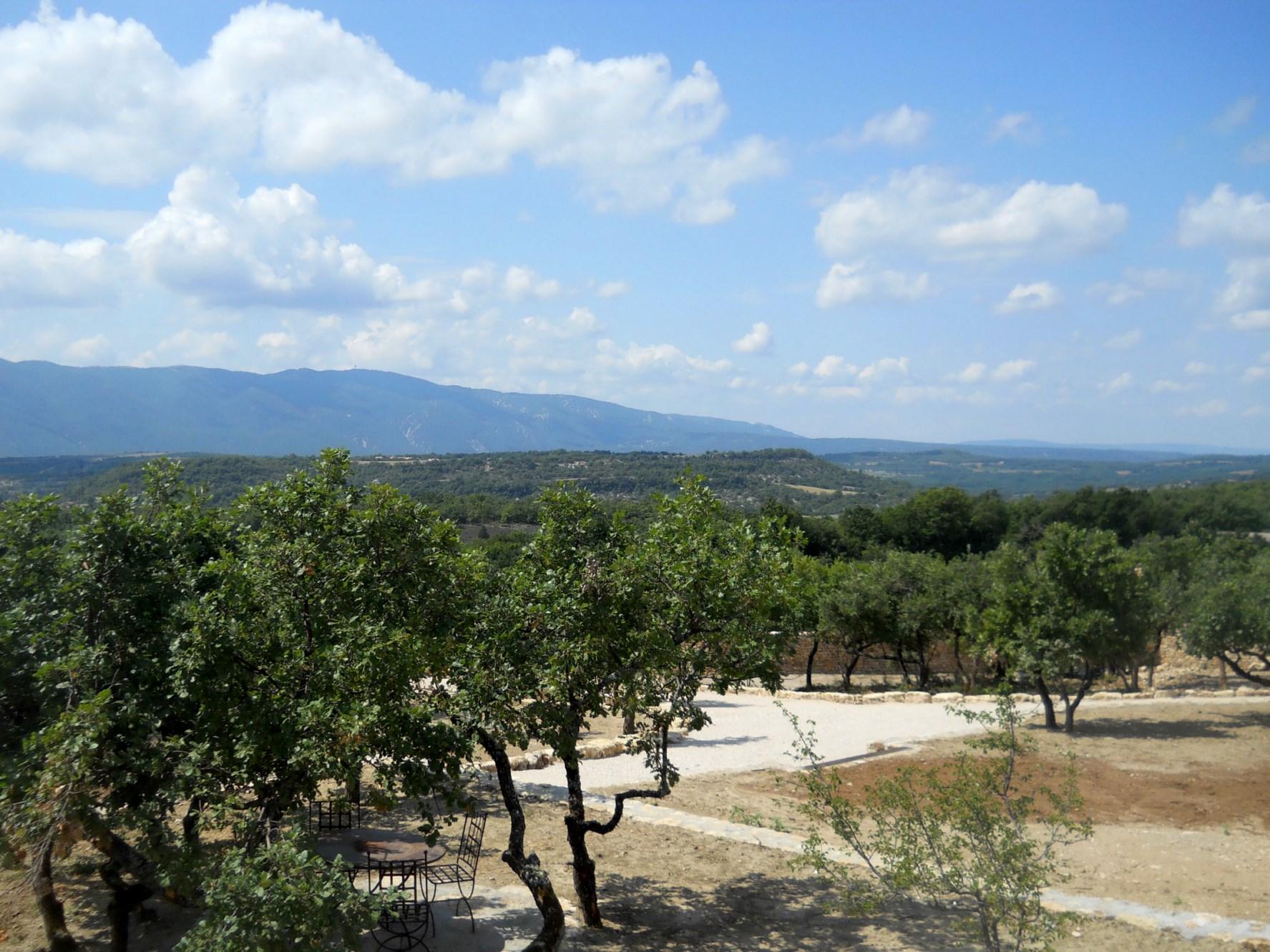 Maison en pierres apparentes avec vue en Provence