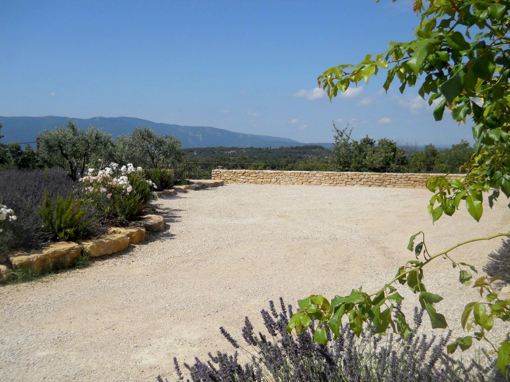 En Luberon, à vendre, belle maison récente en pierres avec vue