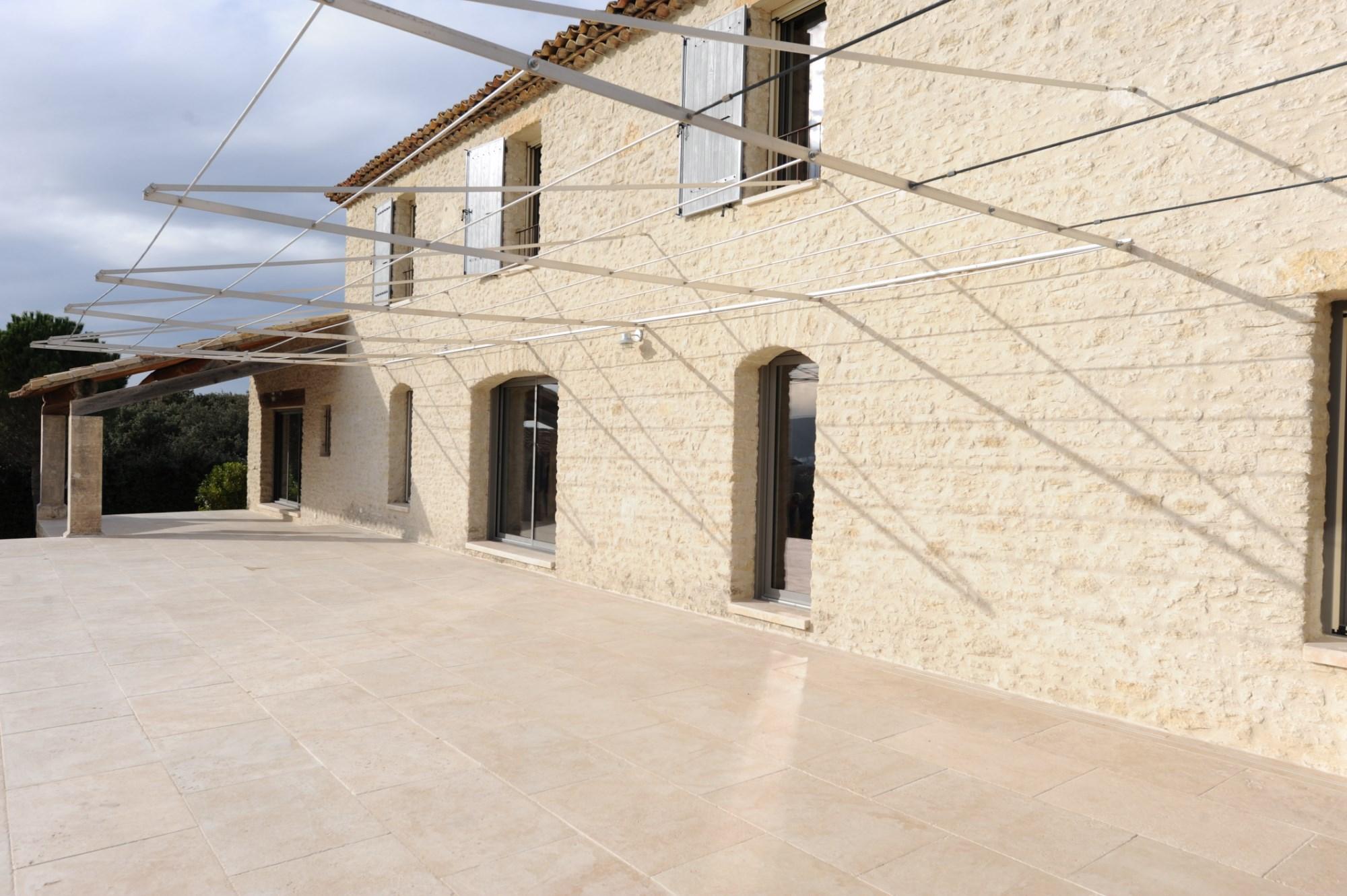Maison traditionnelle sur terrain avec vue superbe Tà vendre proche de Gordes