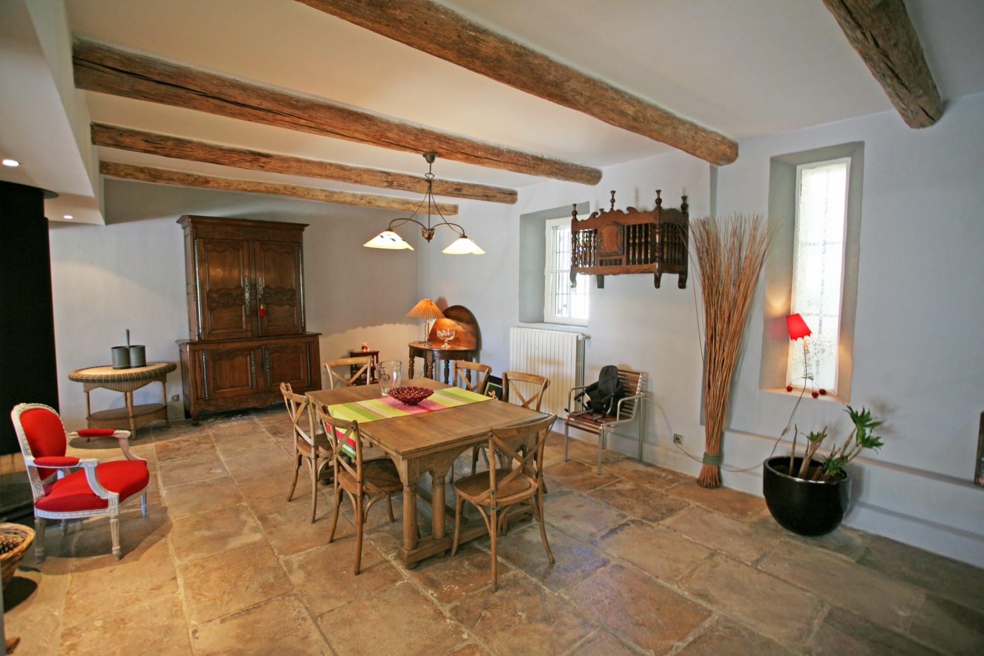 A vendre en Luberon,  avec très belle vue sur le Luberon,  mas ancien renové, piscine et studio