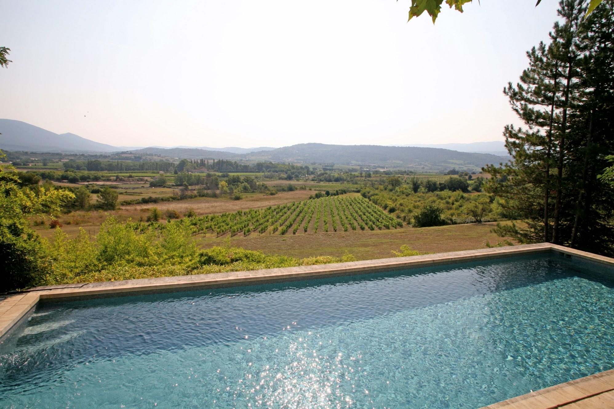 Bastide avec maison de gardien et superbe vue en Provence