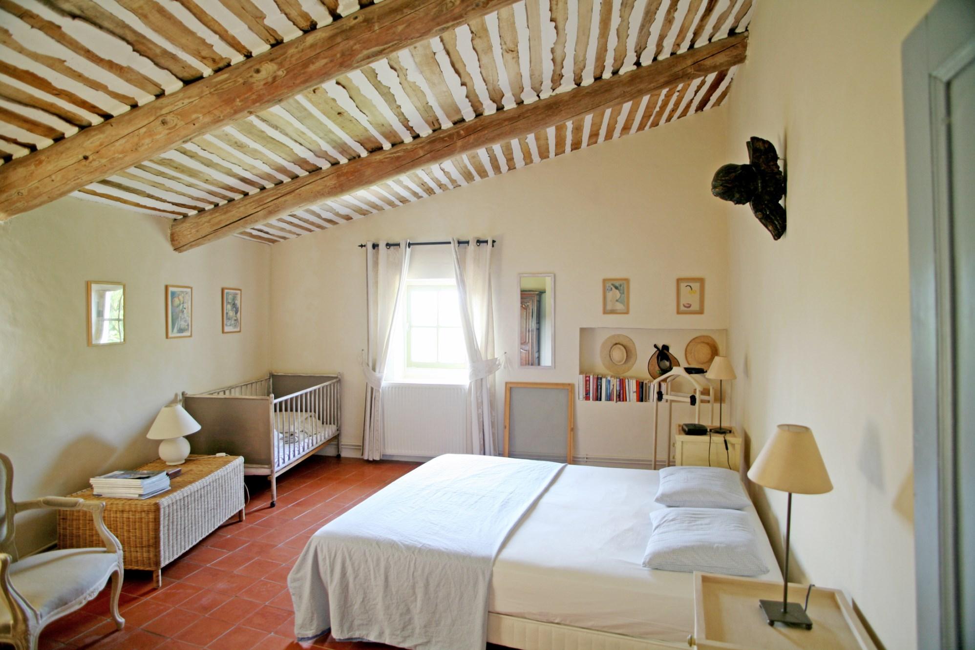 Luberon, en vente, bastide avec maison de gardien et 2 piscines sur environ 9 hectares