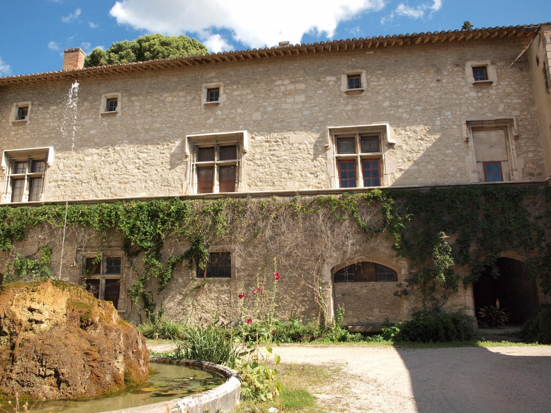 Château à restaurer en Provence