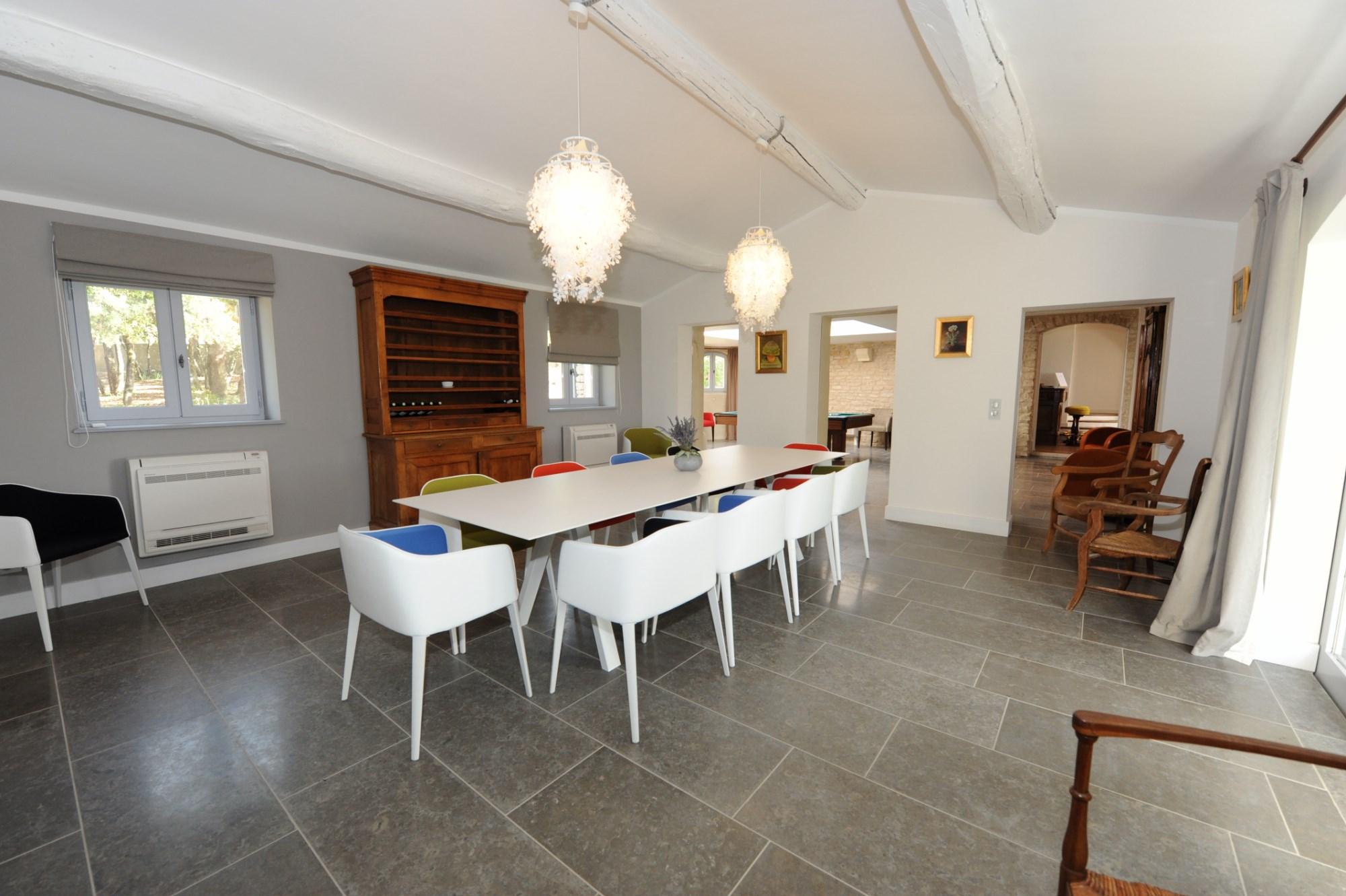 En Luberon, à vendre, grand mas de famille avec piscine et dépendances
