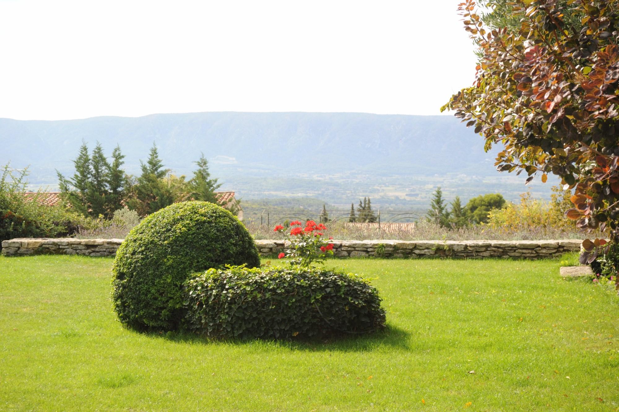 Belle propriété en pierres avec vue en Luberon