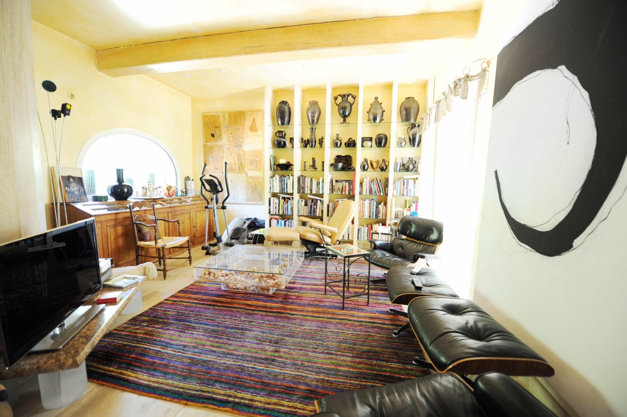 A vendre en Luberon,  propriété d'exception sur 19 000 m² avec maison de gardiens, salle de gym, sauna, piscine...