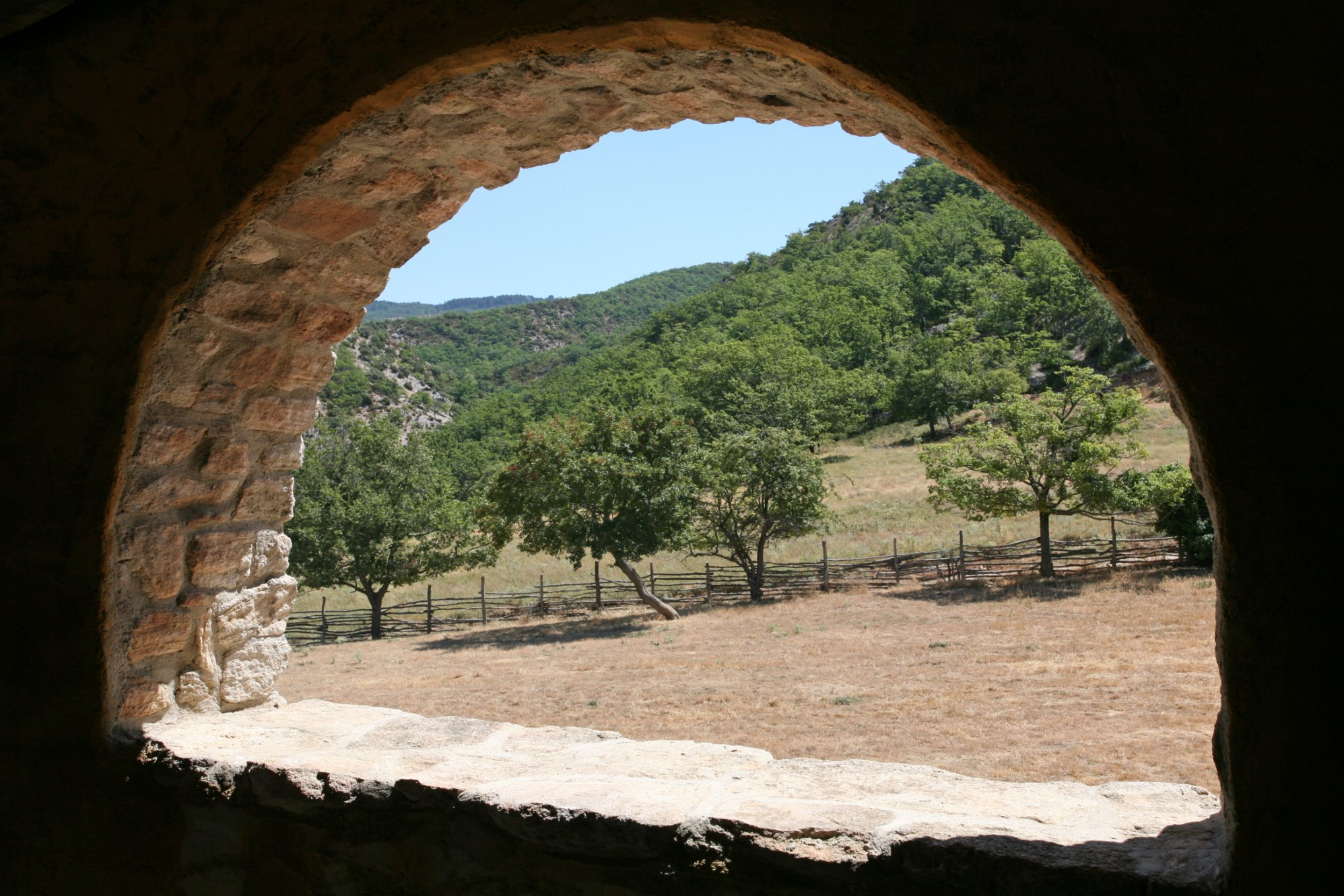 Ancienne magnanerie rénovée et à rafraîchir en Provence