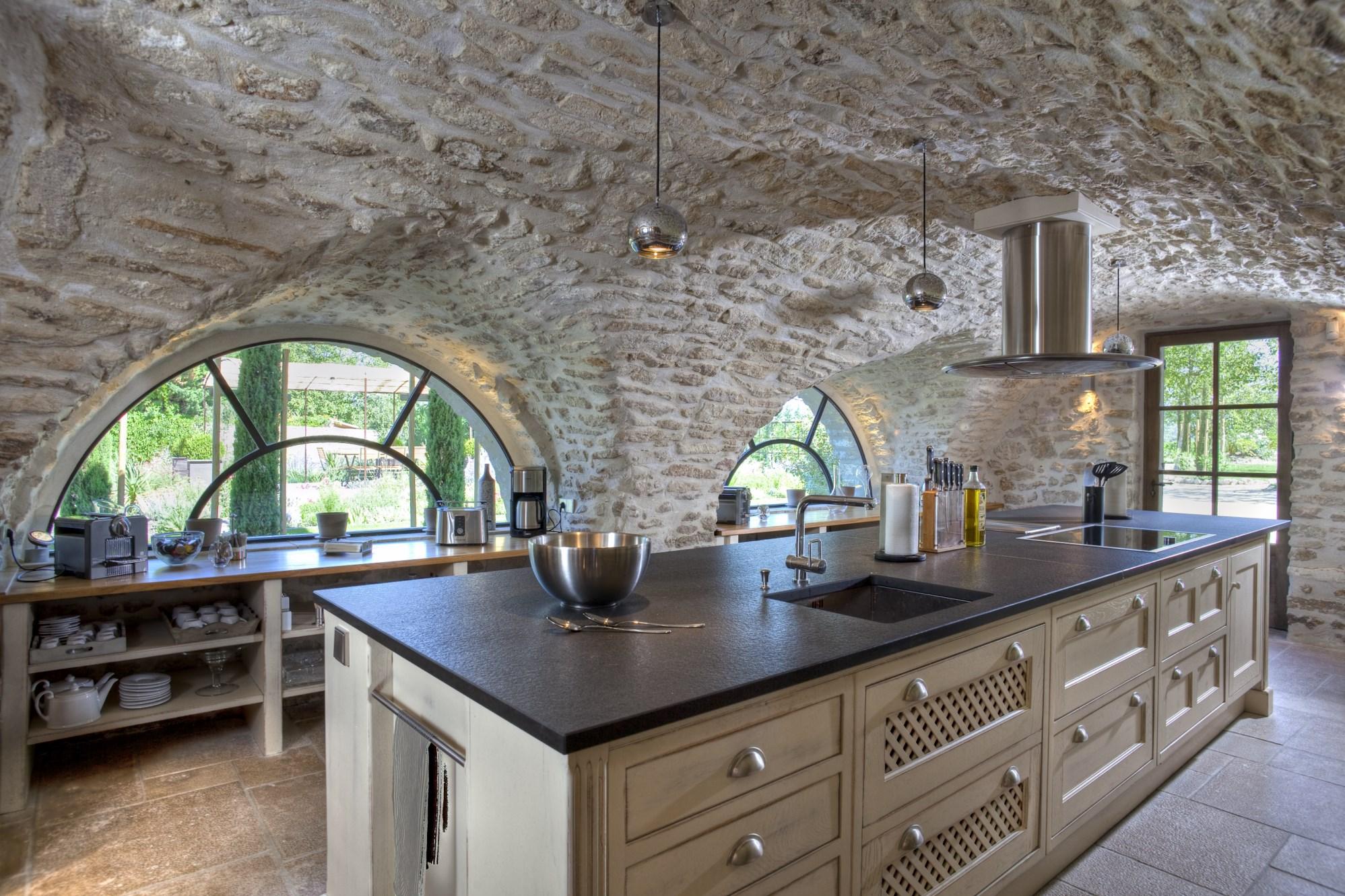 Belle Bastide en pierres rénovée en Luberon