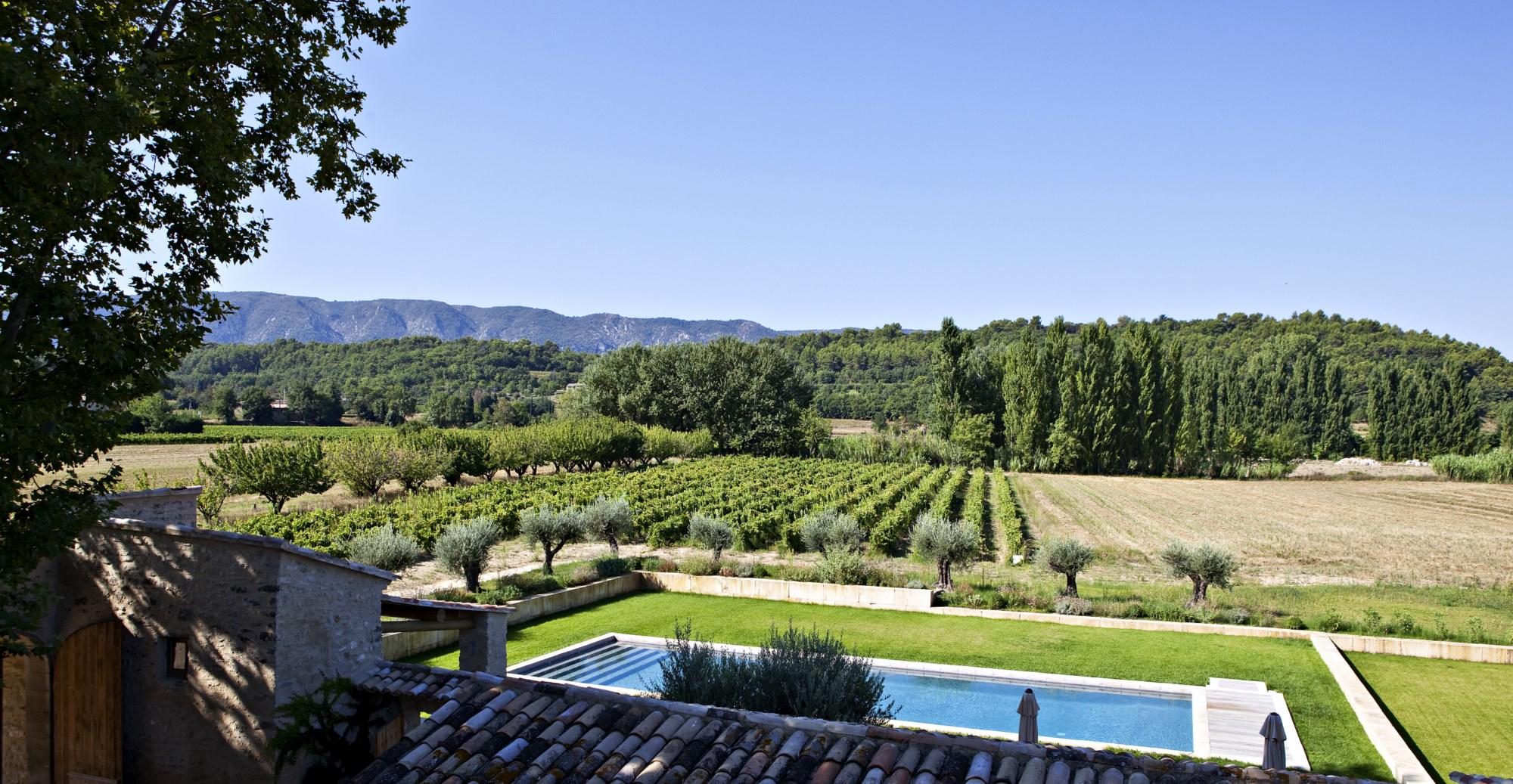 Belle Bastide en pierres rénovée avec piscine et vue en Luberon