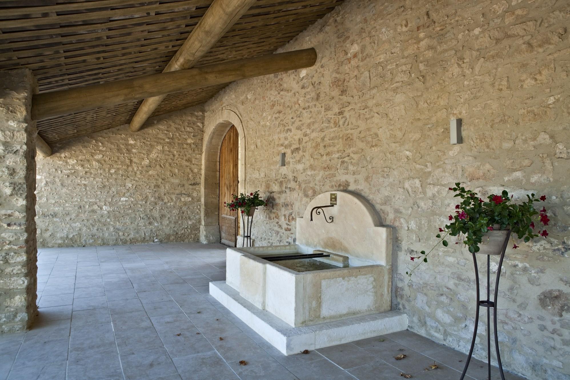 Luberon, à vendre, bastide provençale rénovée,  avec piscine et parc de 7,5 hectares