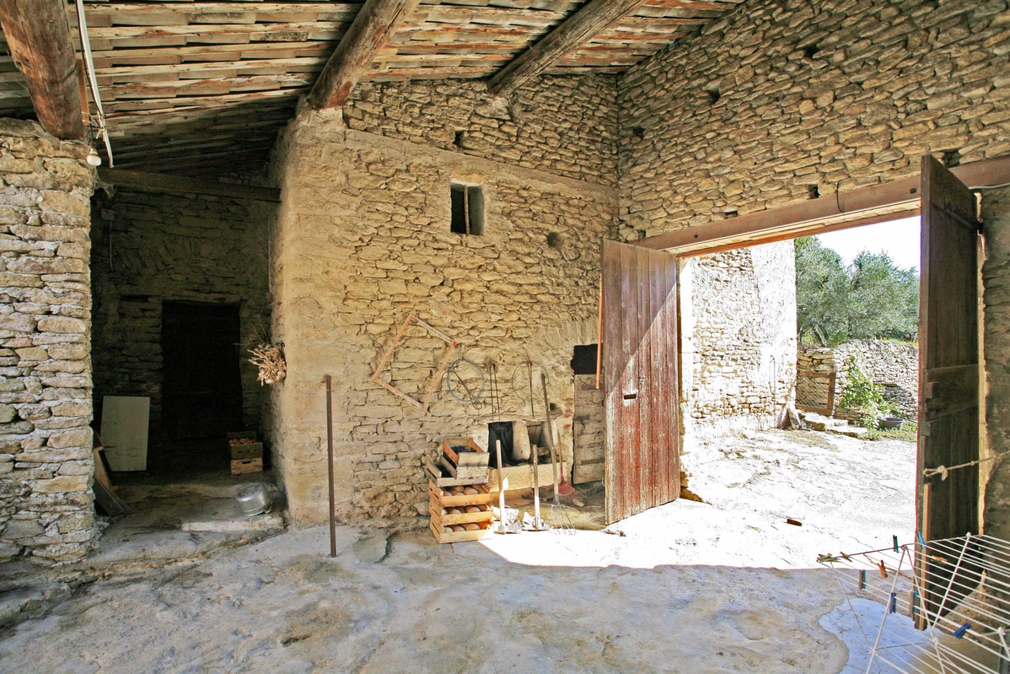 Luberon, en vente, proche de Gordes, mas provençal du XVIII et XIXème siècles à rénover
