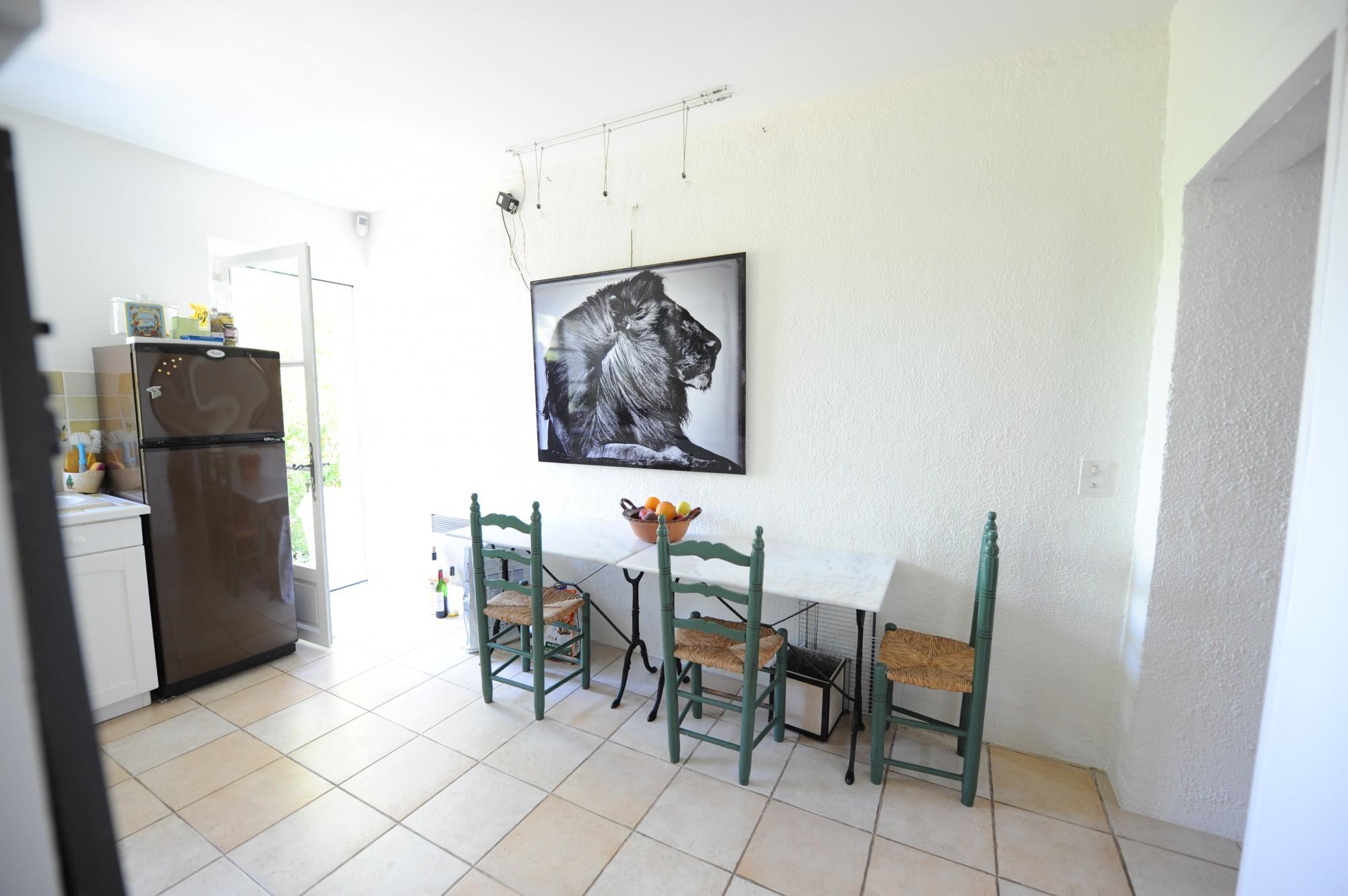 A vendre,  en Luberon,  villa de plain pied très confortable,  avec piscine