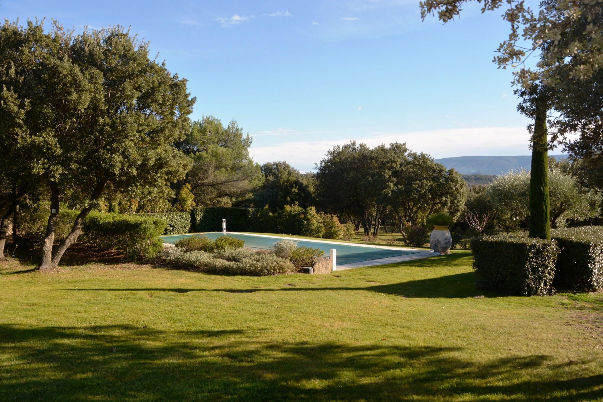 Maison récente avec vue panoramique et piscine à vendre en Luberon