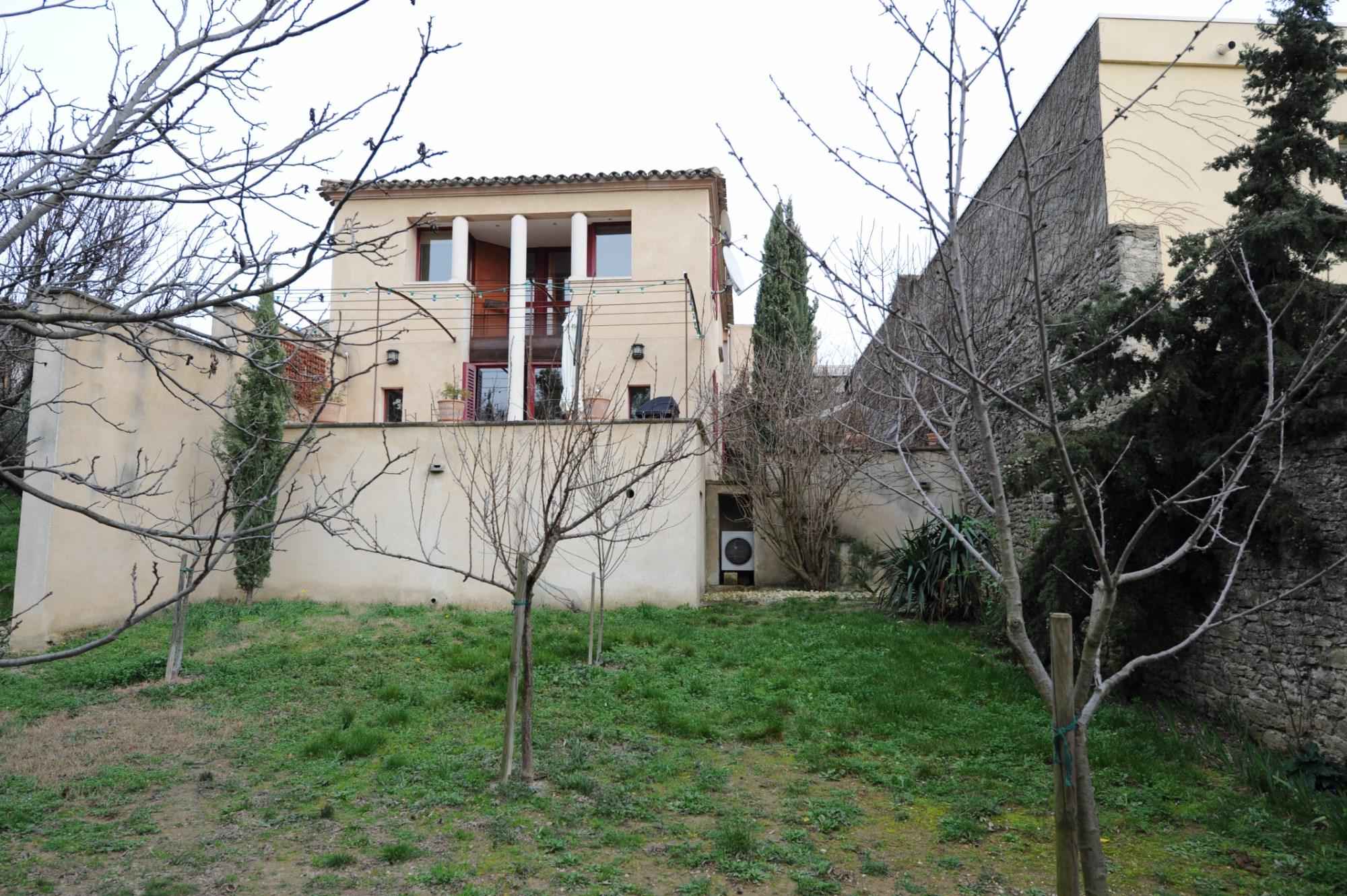 Maison de village, proche des commerces, à vendre en Luberon